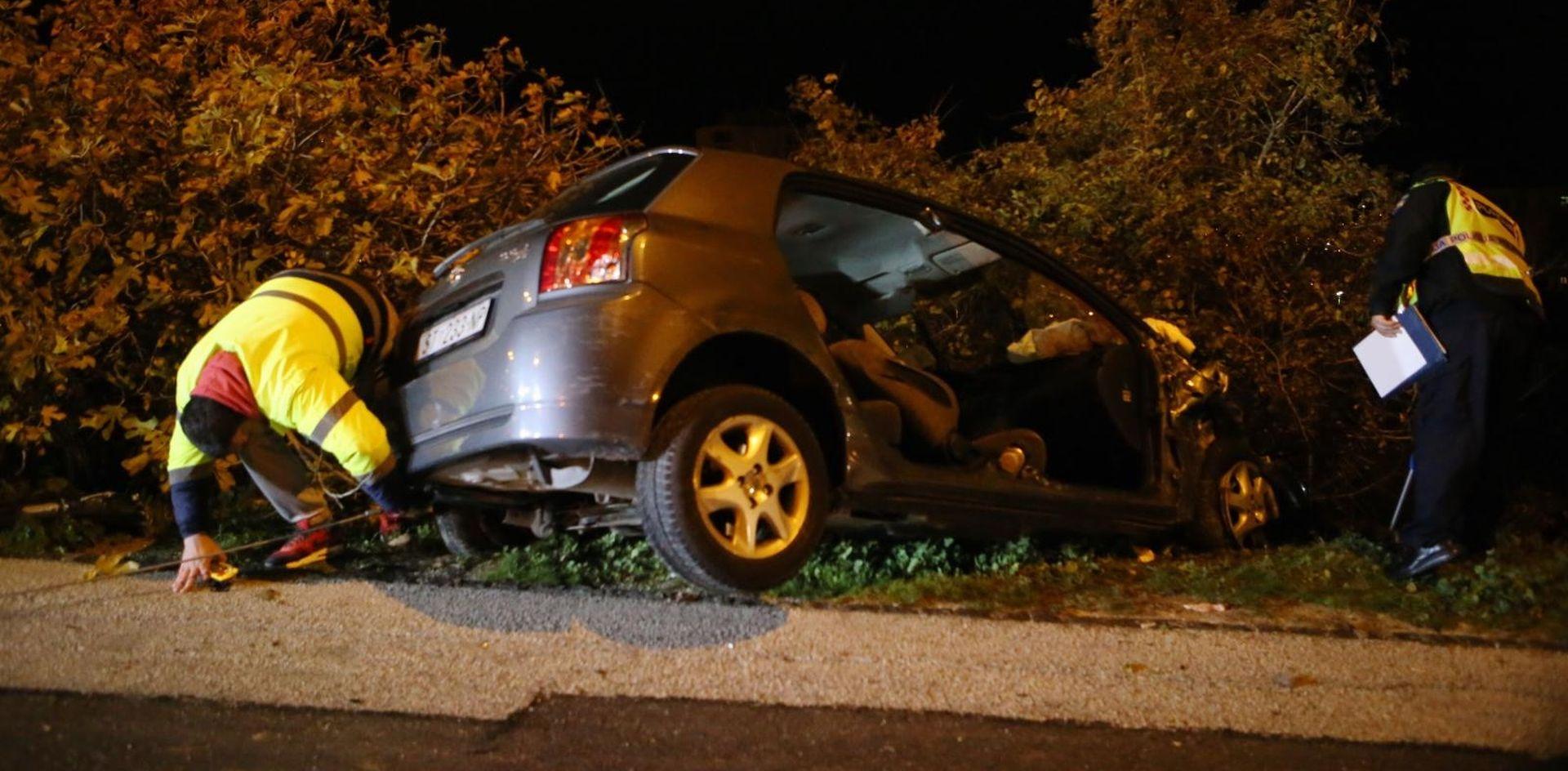 SPLIT Pijan sletio s ceste i oštetio dva parkirana vozila