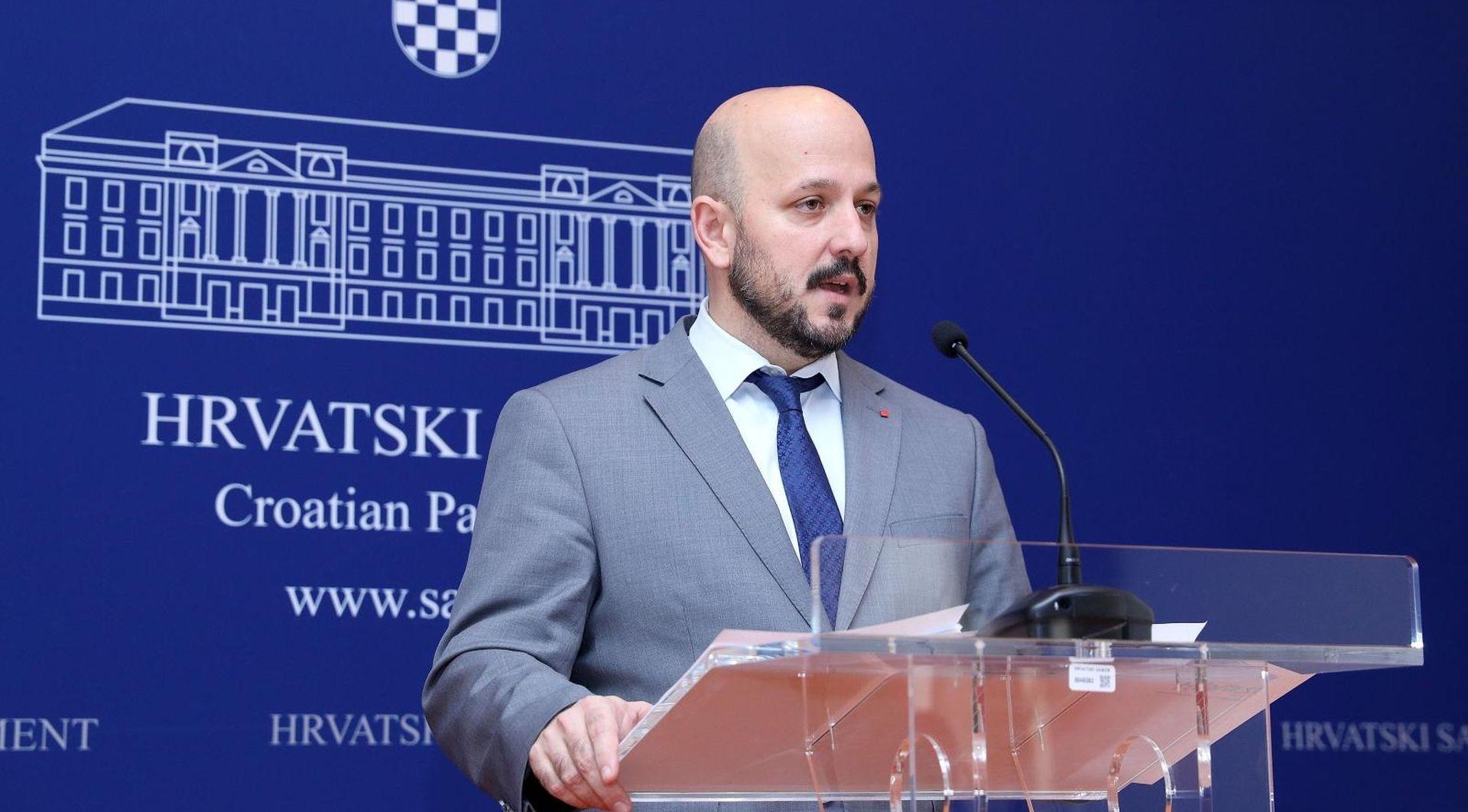 """""""Naši birači rado bi čuli što o svemu misli Milanović"""""""