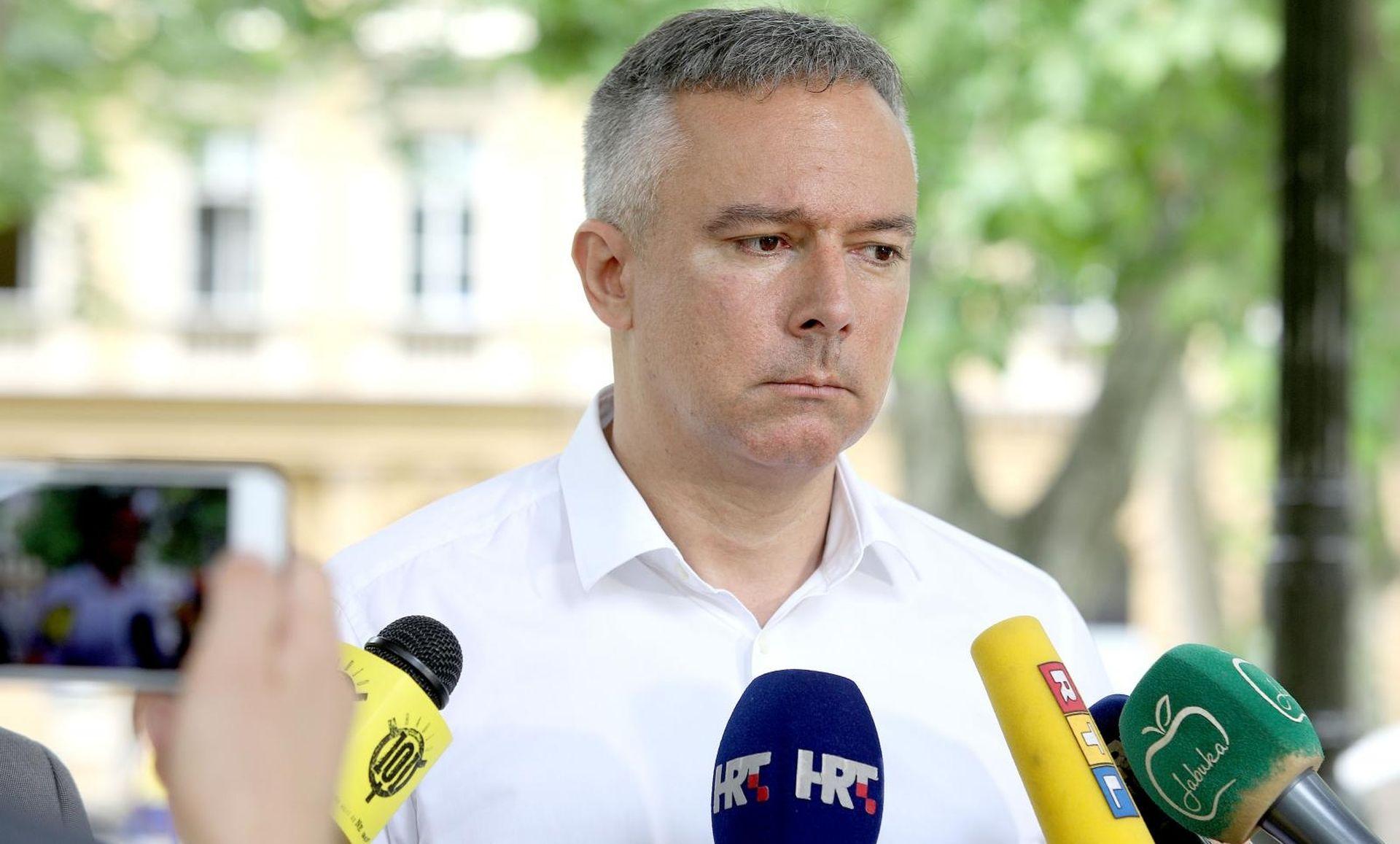 """KOSOR ODLAZI IZ SKUPŠTINE """"Zgadila mi se ta politička močvara"""""""
