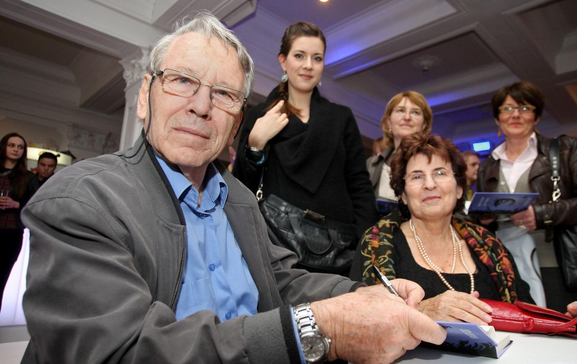 Izraelski pisac Amoz Oz biti će pokopan u kibucu Huldi