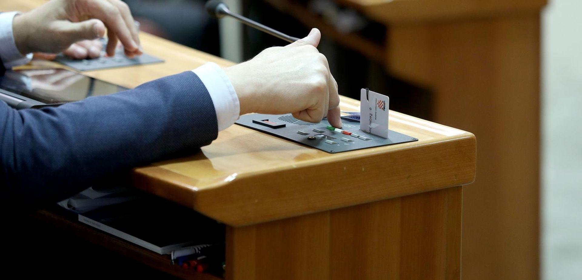 Zastupnici danas glasuju o proračunu