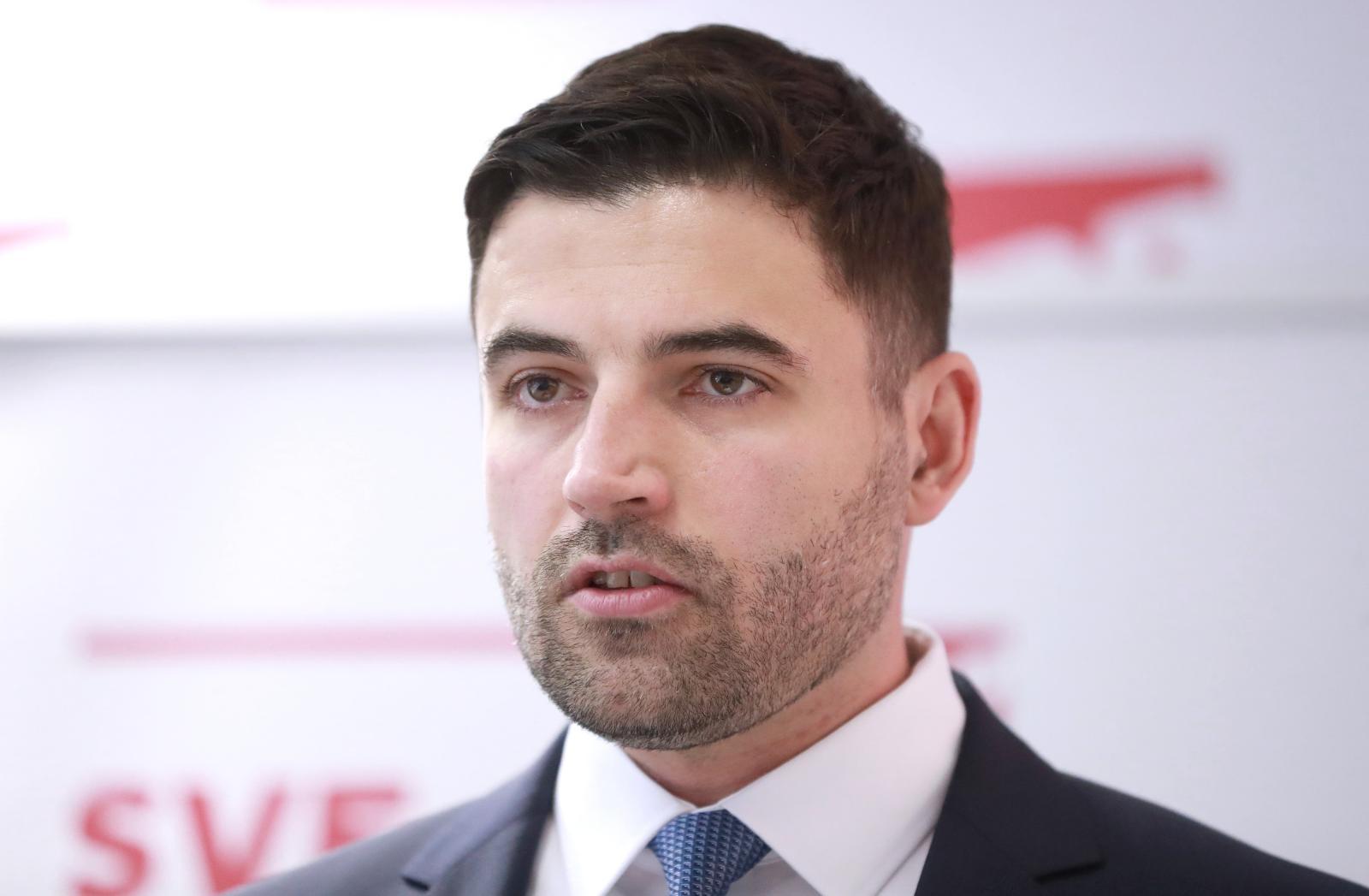 BERNARDIĆ NAKON ČETVEROSATNE SJEDNICE 'Nitko nije tražio moju ostavku'