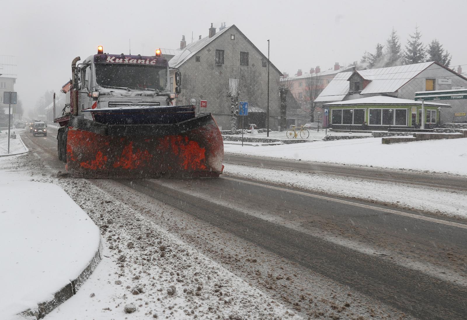 HAK Snijeg, ponegdje ograničenja zbog jakog vjetra