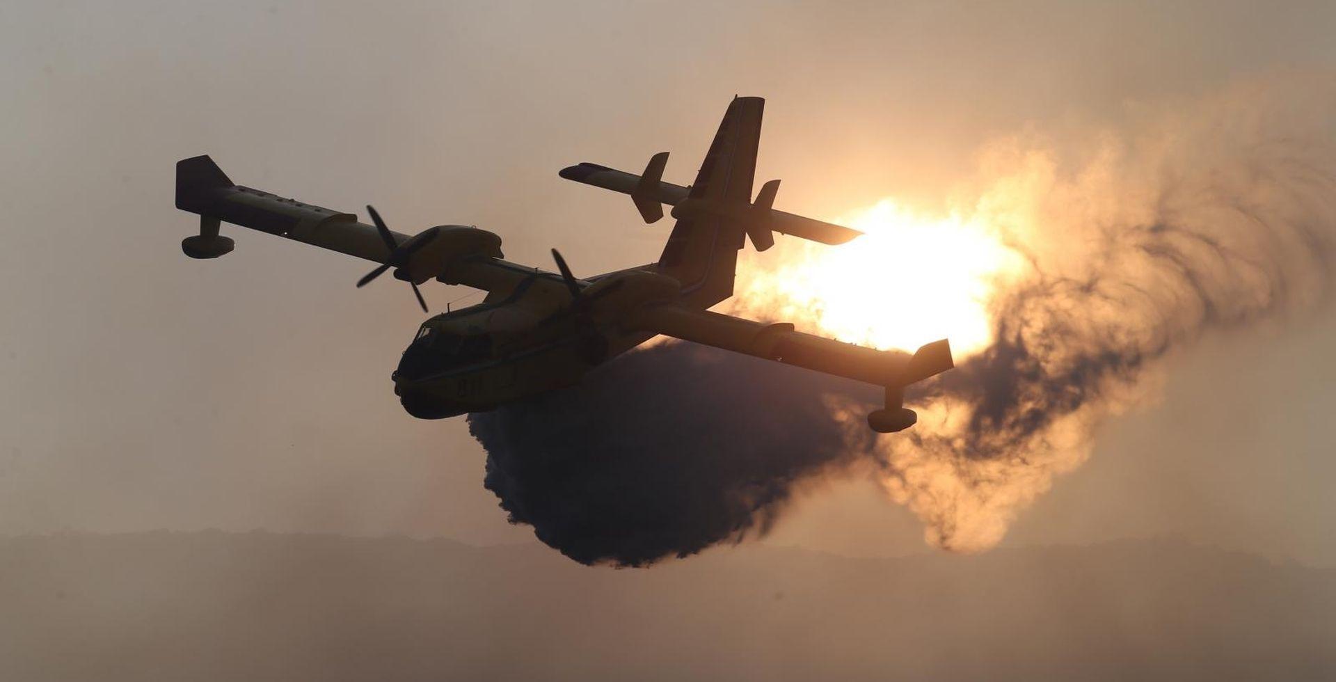 Požar kod Šibenika, iz Zemunika upućen kanader