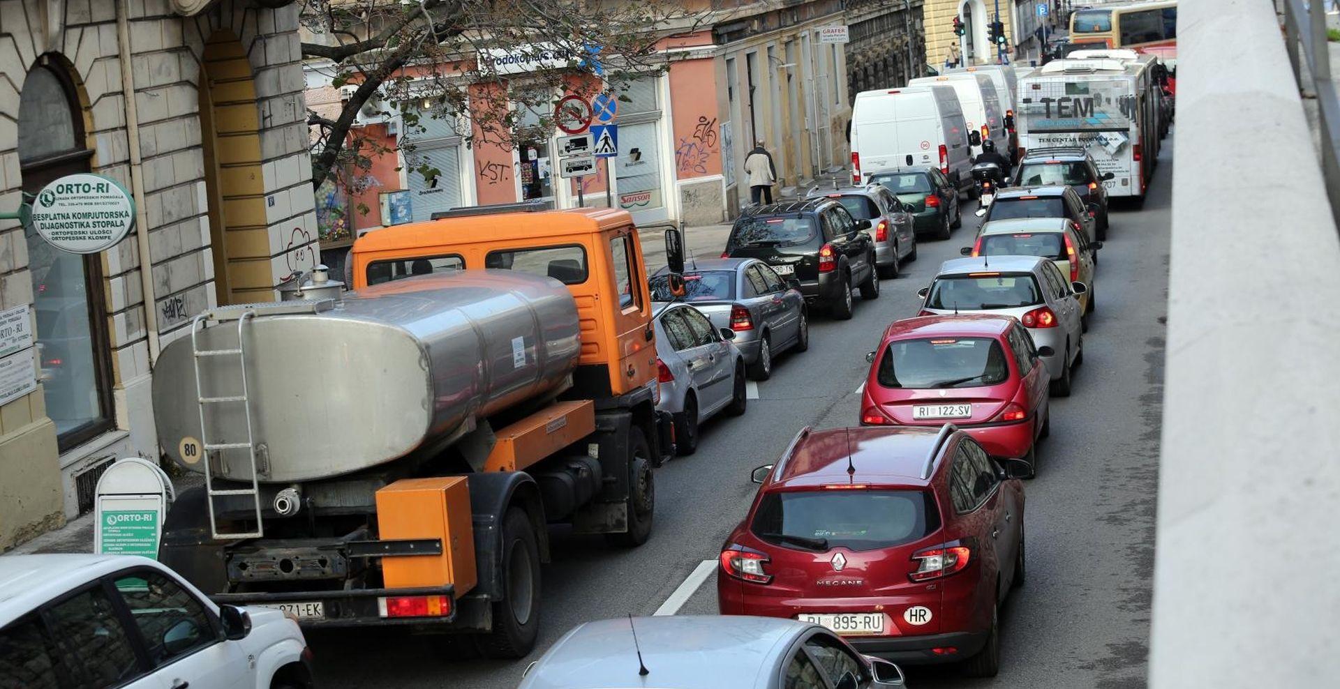 Gust promet na gradskim cestama, moguća poledica