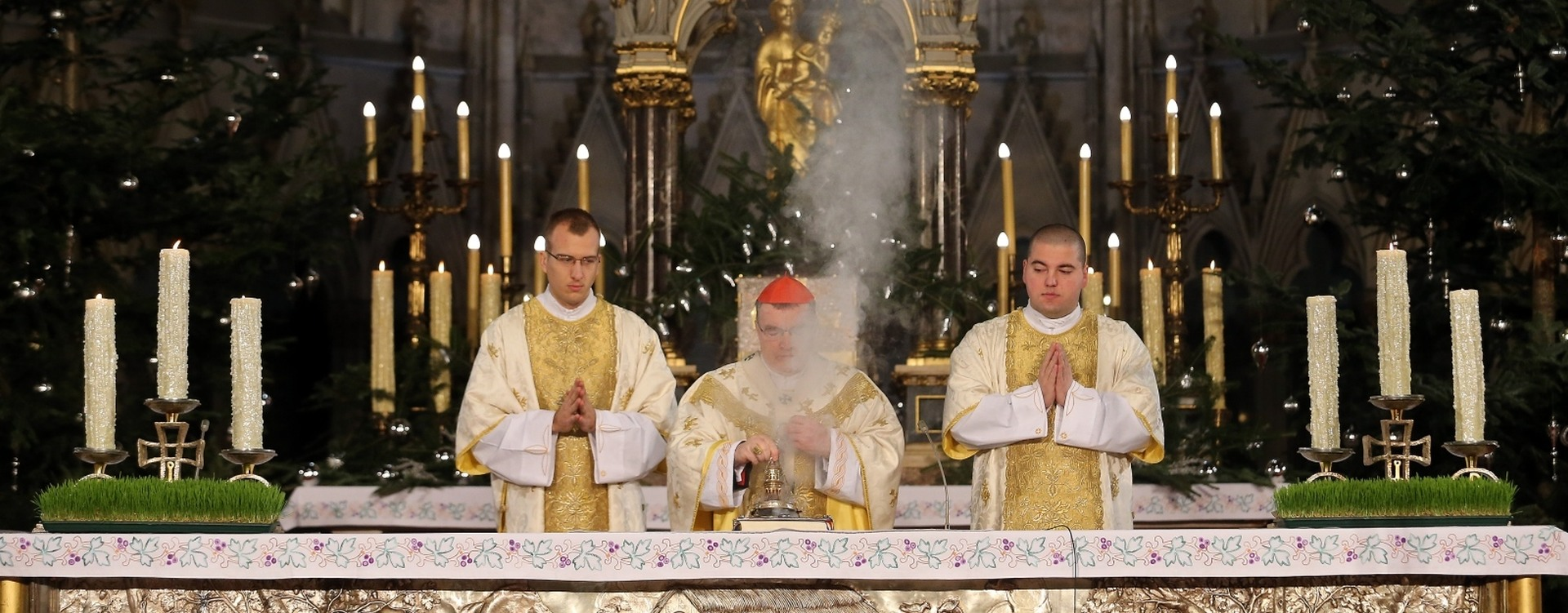 Kardinal Bozanić predvodio božićnu misu u zagrebačkoj katedrali