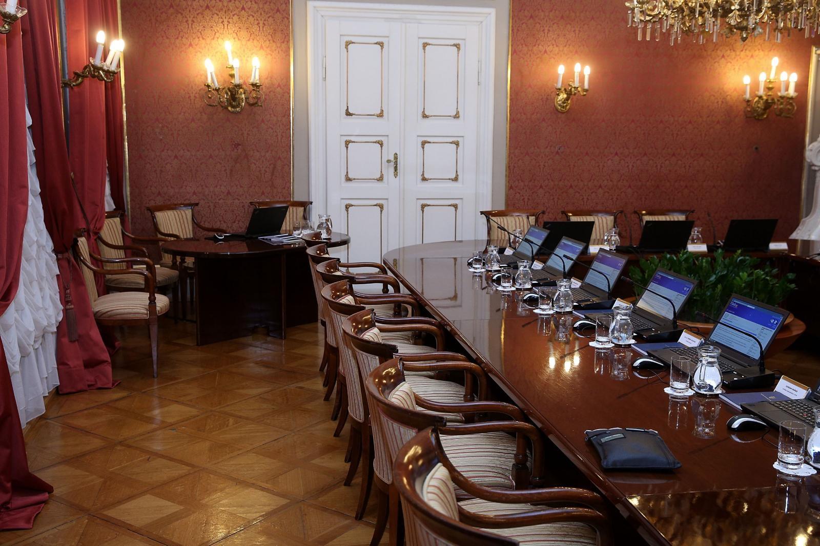 Vlada na telefonskoj sjednici dala suglasnostza amandmane na Zakon o udžbenicima