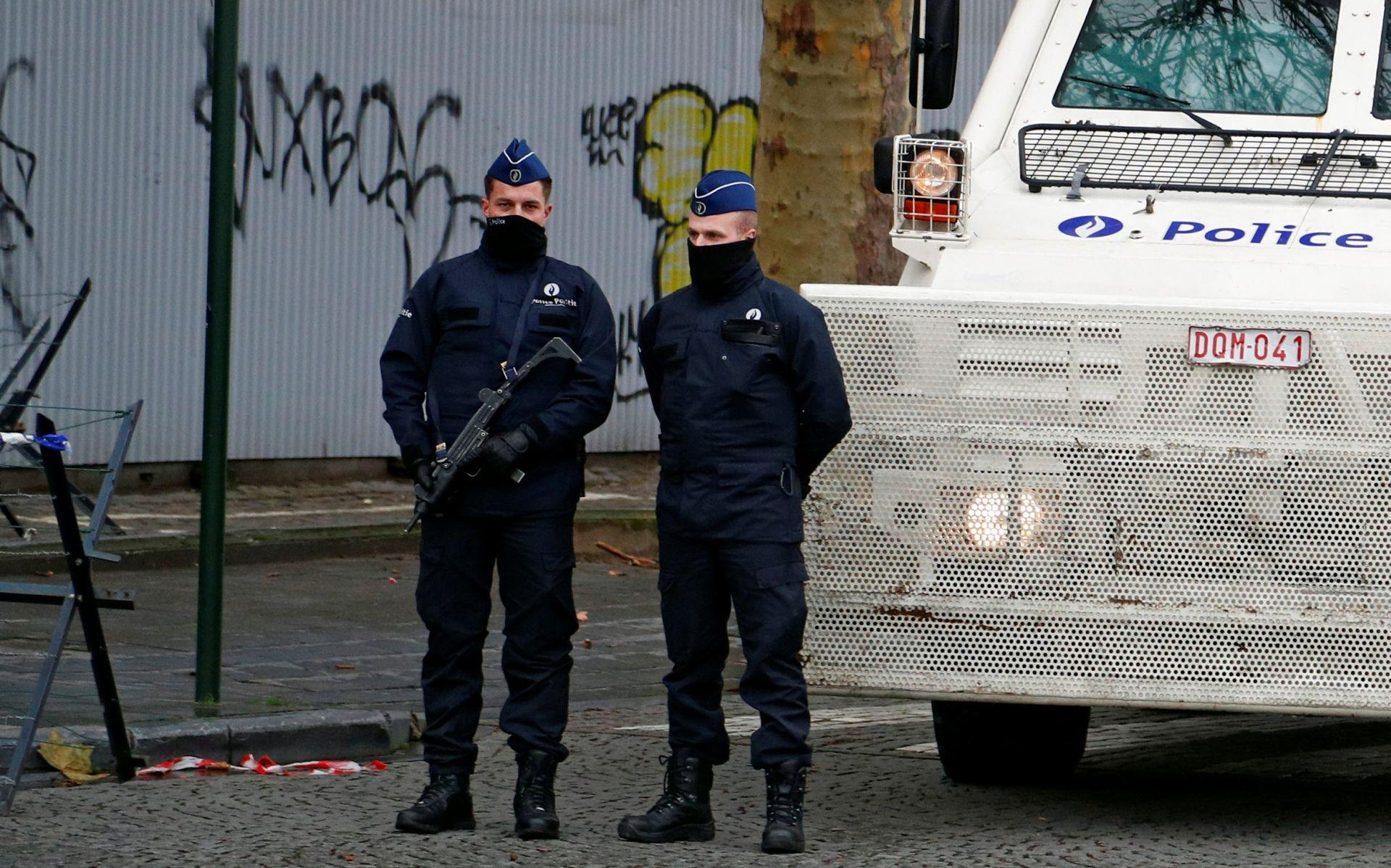 BRUXELLES Kalašnjikovom opleo rafal po restoranu