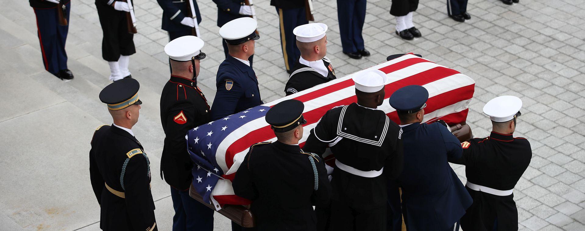 BUSH Pogreb nakratko ujedinio SAD