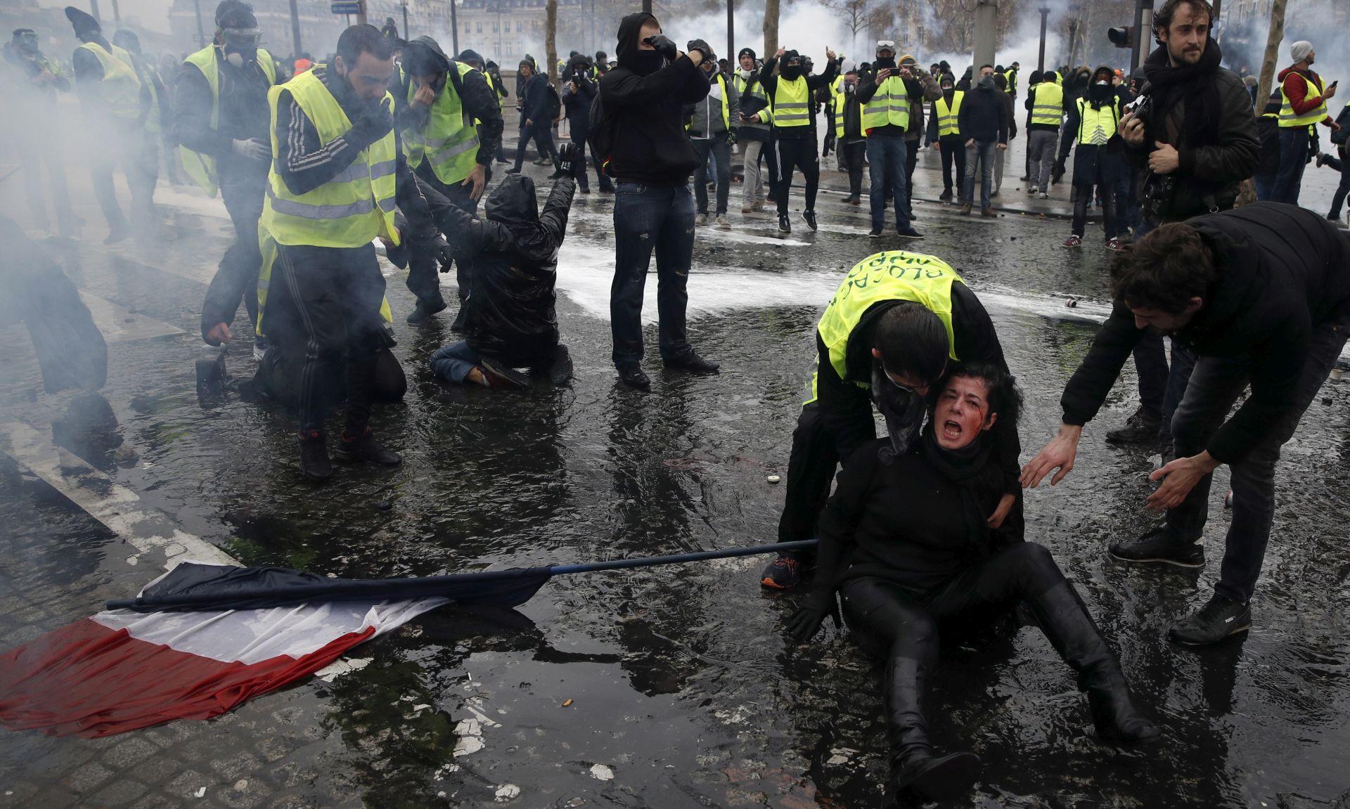 PARIZ Pritvoreno 378 ljudi, 133 osobe ozlijeđene