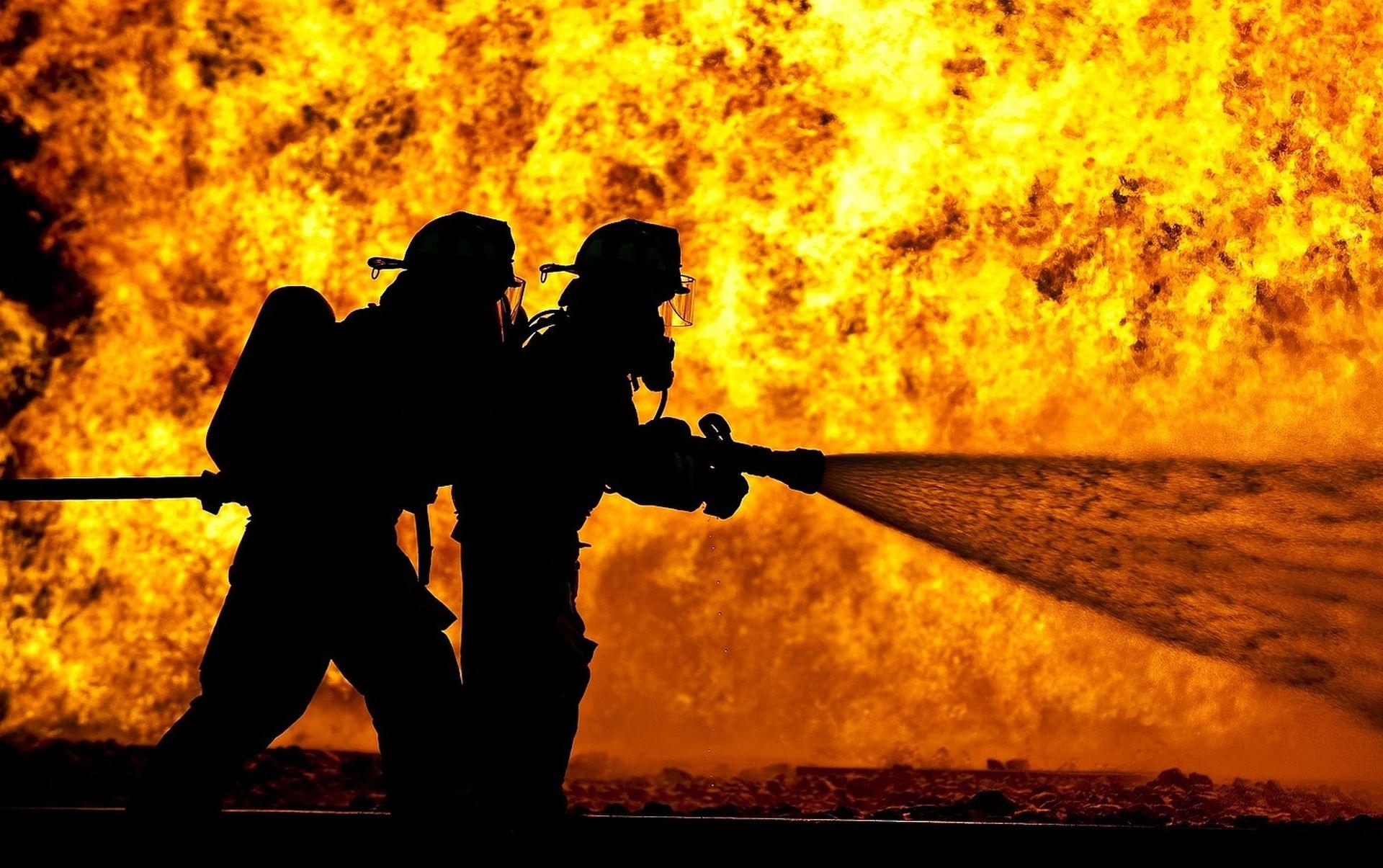 Požar u zgradi Tankerkomercove marine pod kontrolom
