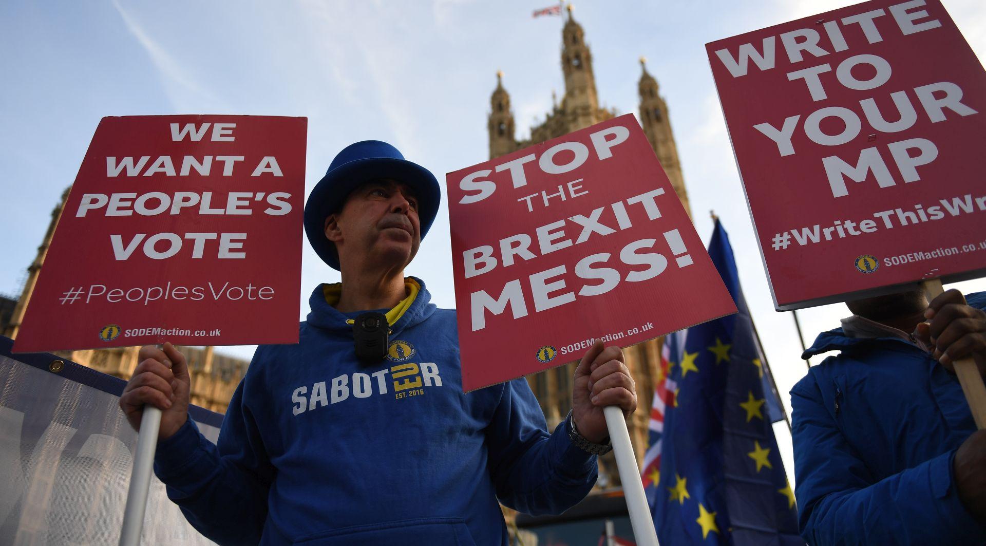 ANKETA Britanci žele ostati u EU i traže drugi referendum