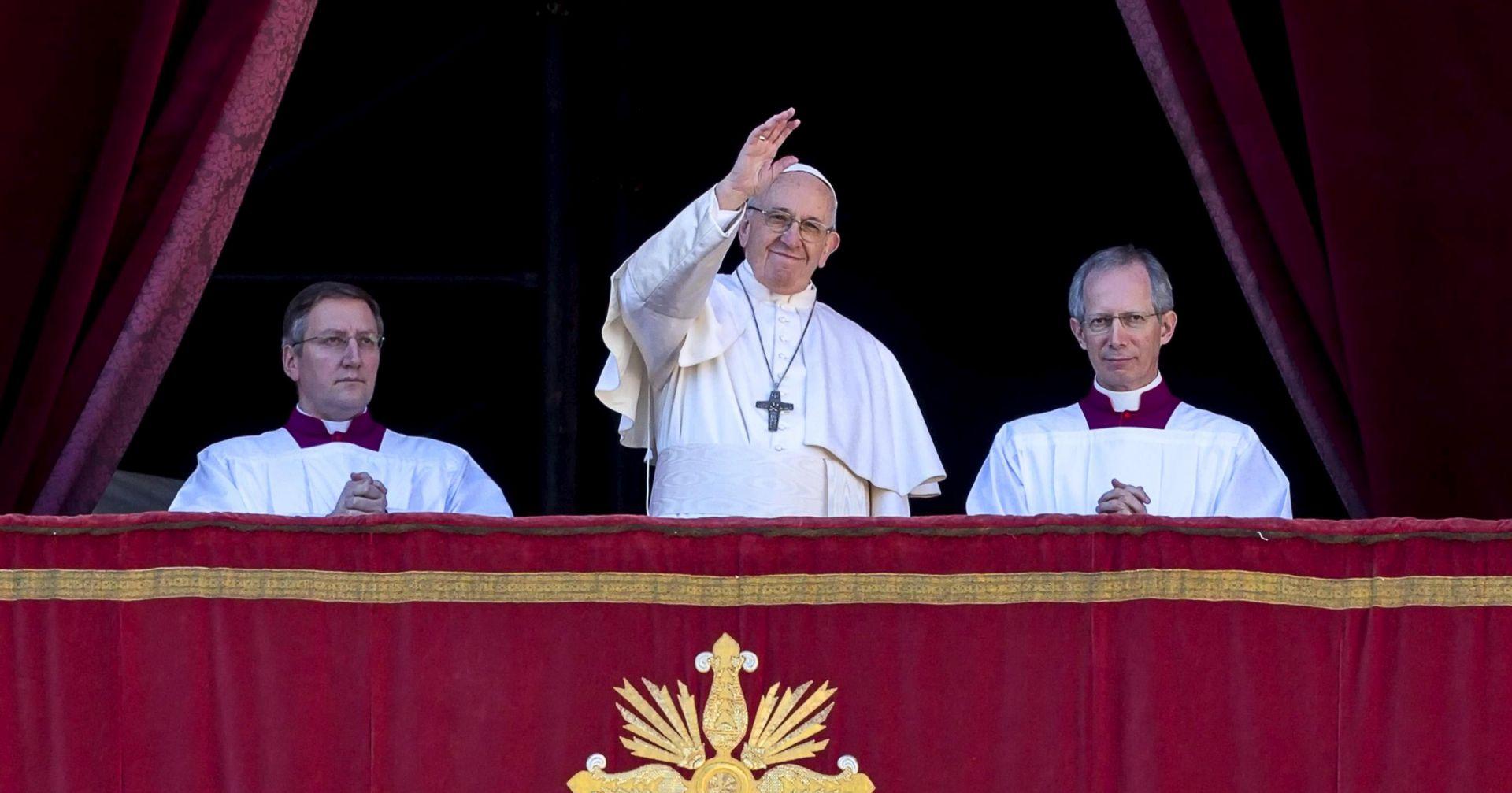 Papa poručio licemjernim kršćanima da radije žive kao ateisti