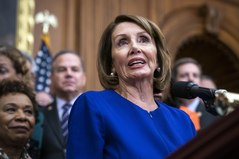 TRUMP UZVRAĆA UDARAC Blokadom vlade odgodio putovanje Nancy Pelosi