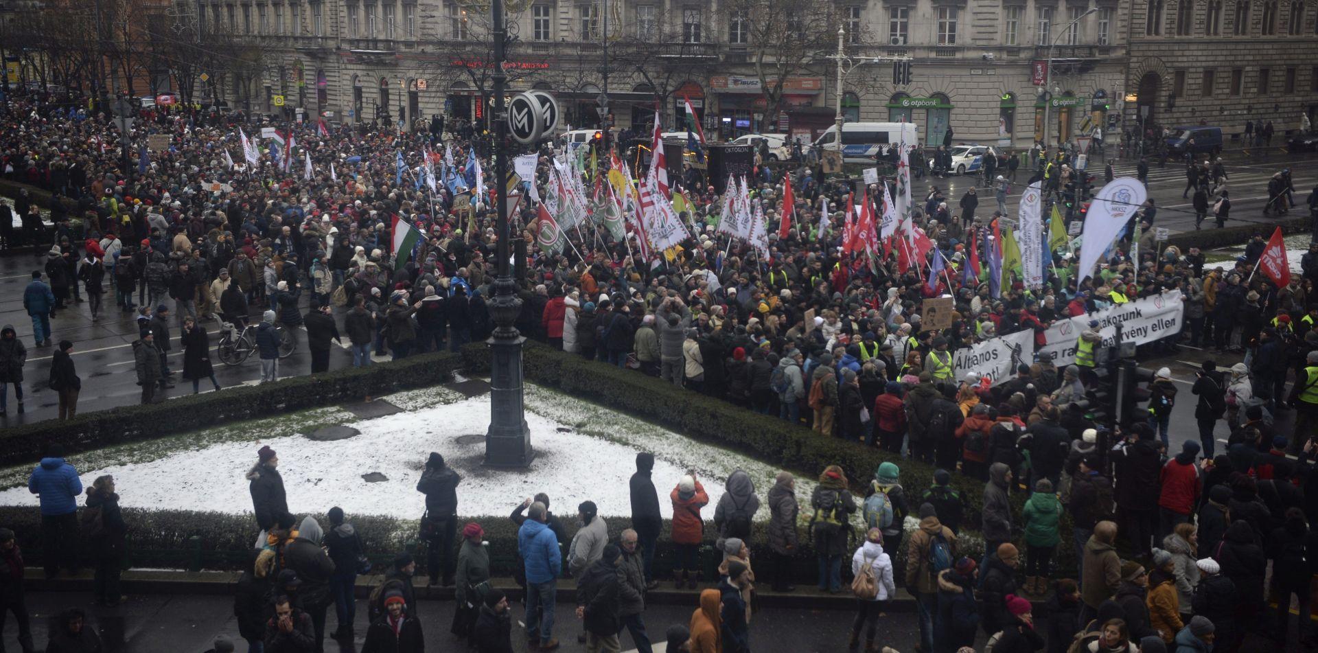 Tisuće na prosvjedima protiv novog mađarskog zakona o radu
