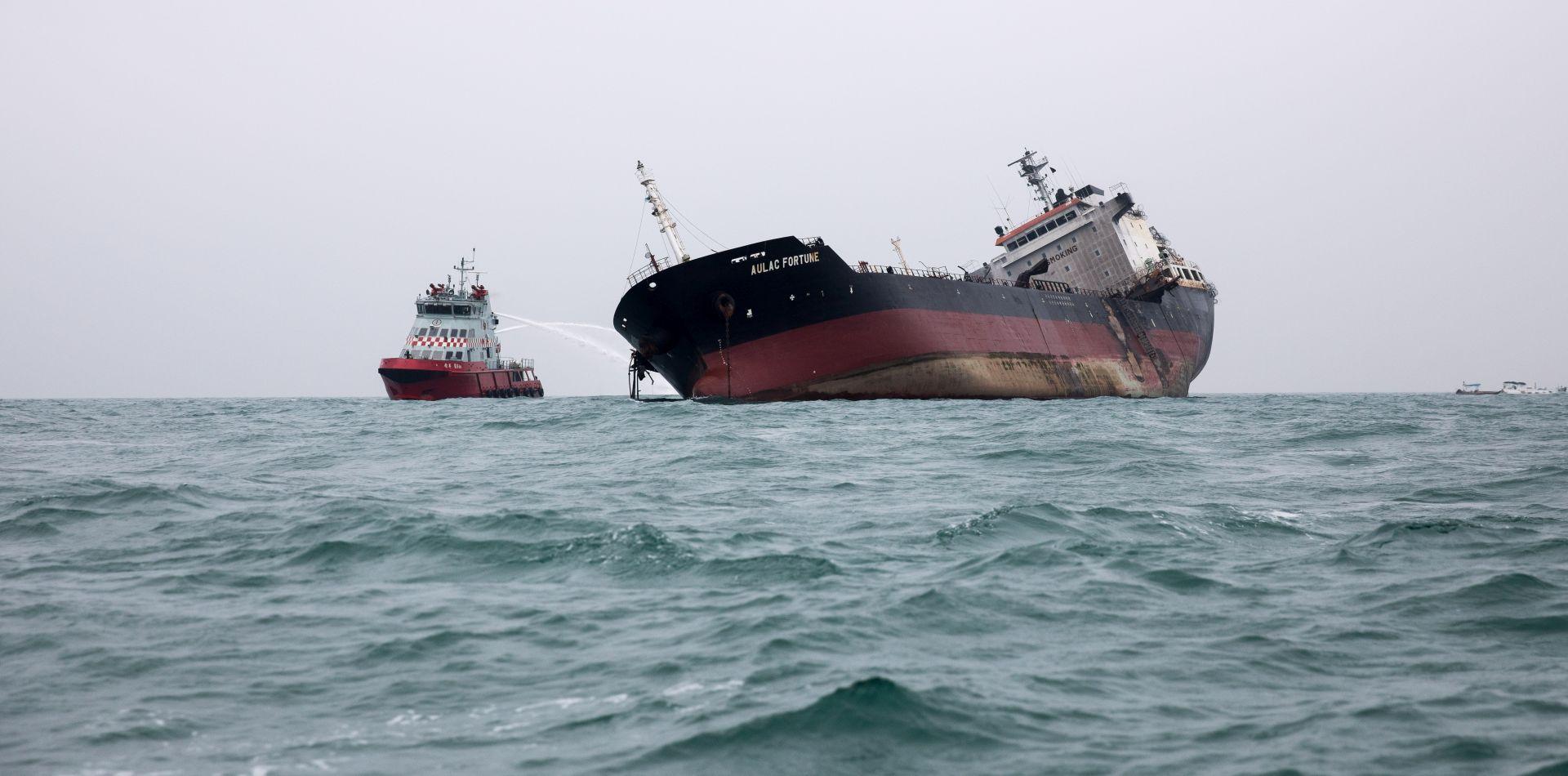 Zapalio se tanker kod Hong Konga, jedna osoba poginula