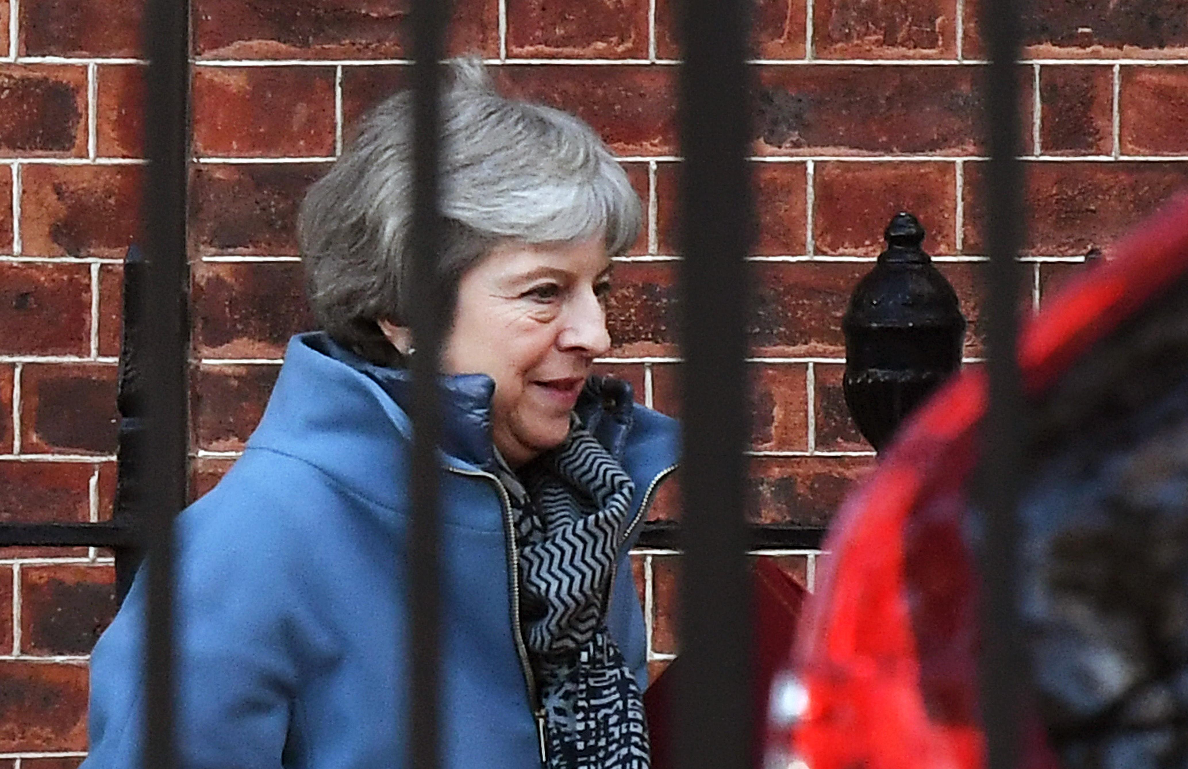Parlament porazio May, zastupnici postavili nove prepreke Brexitu bez dogovora