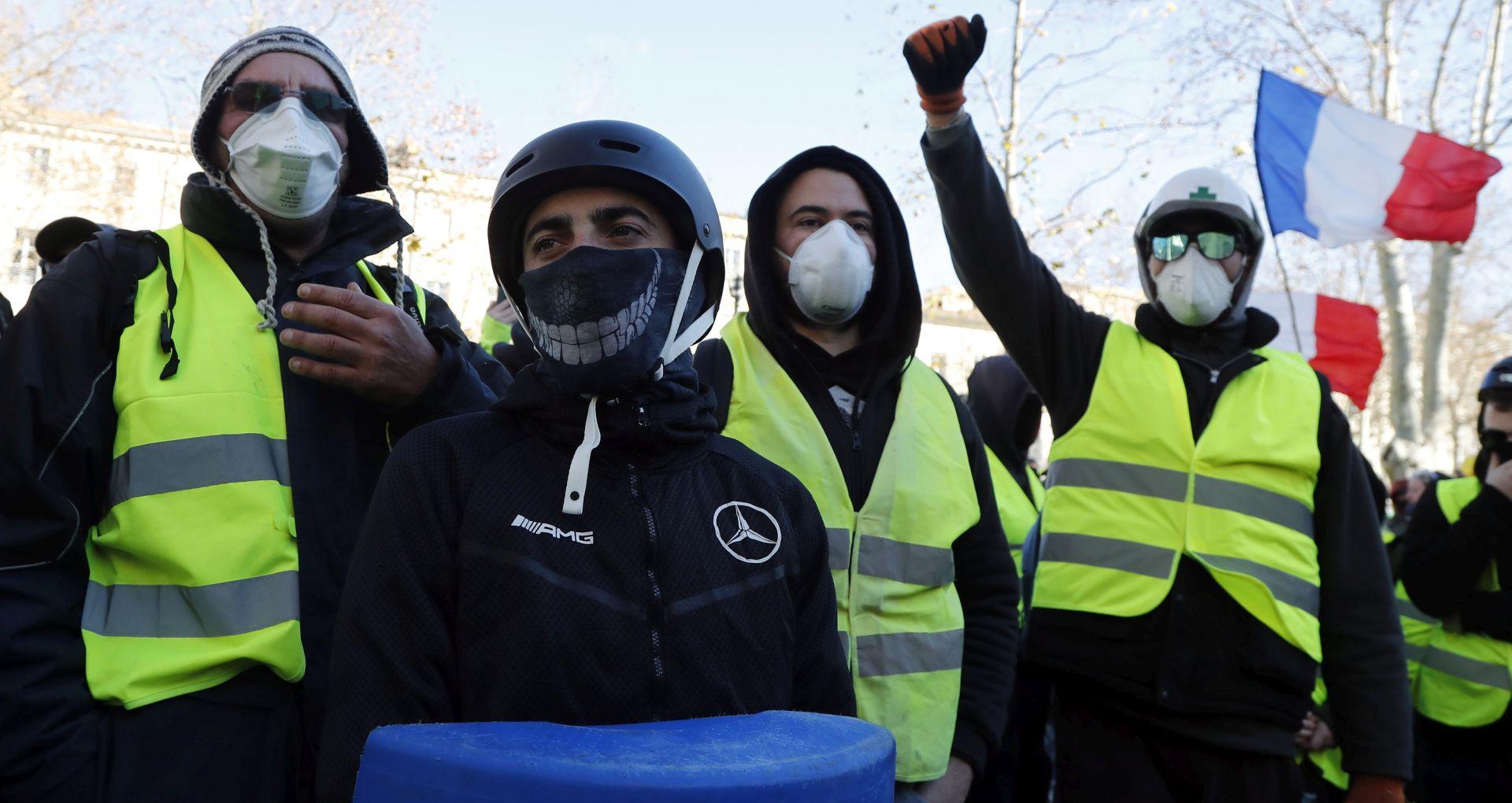 """Macron pokrenuo javnu raspravu u svjetlu krize """"žutih prsluka"""""""