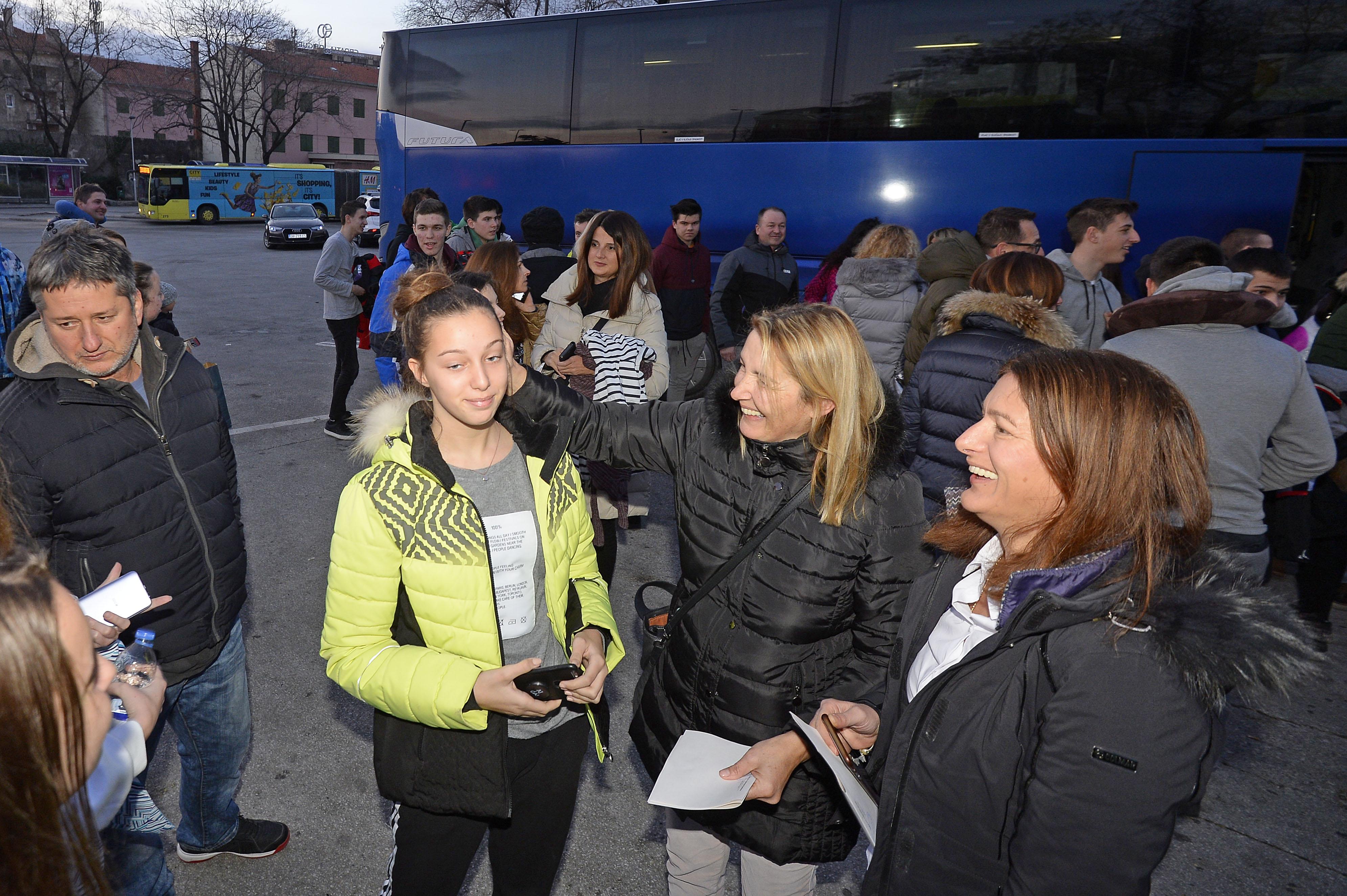 Splitski učenici kojima je u Švicarskoj izgorio autobus vratili se kući