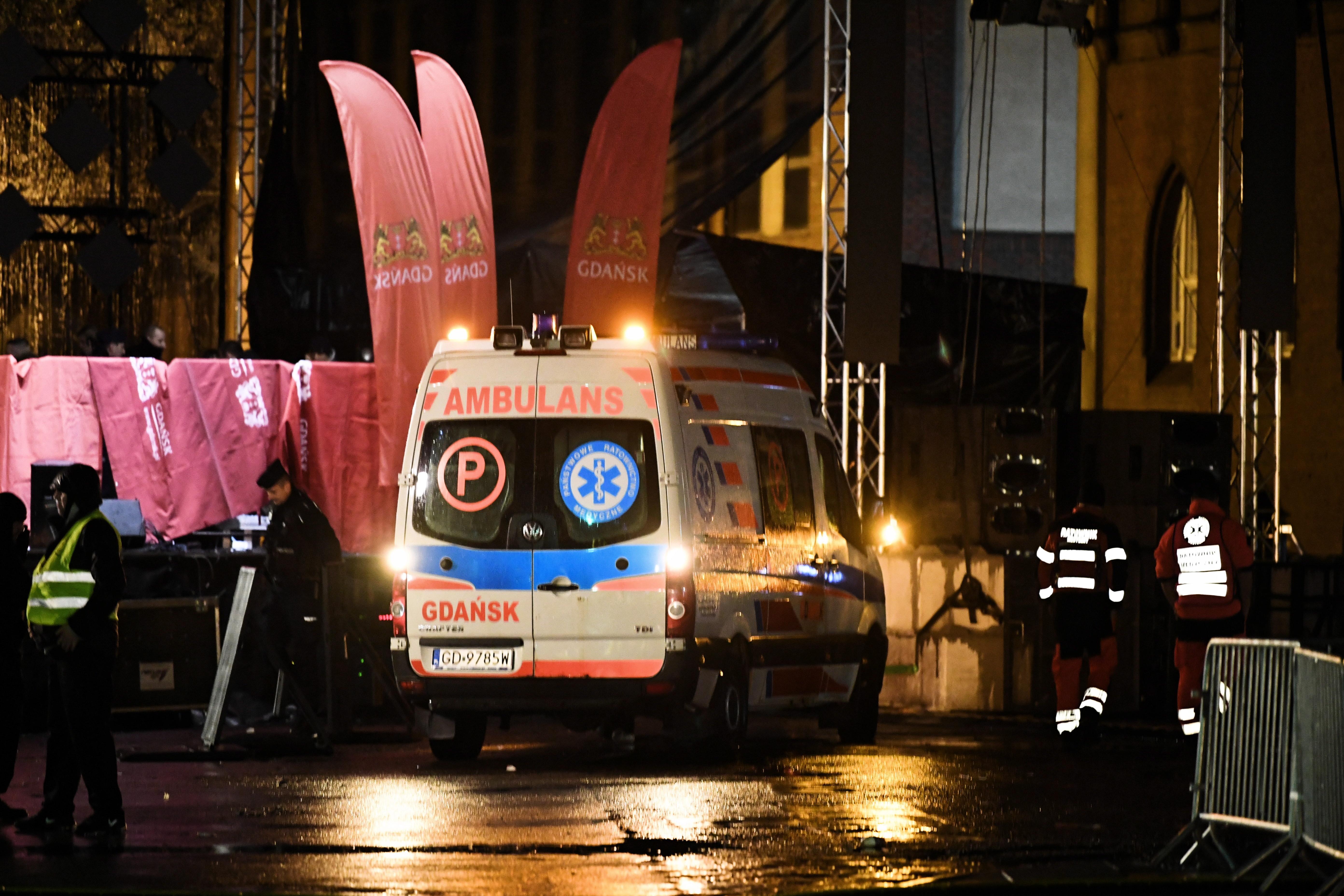 Gradonačelnik Gdanjska napadnut nožem na dobrotvornom skupu