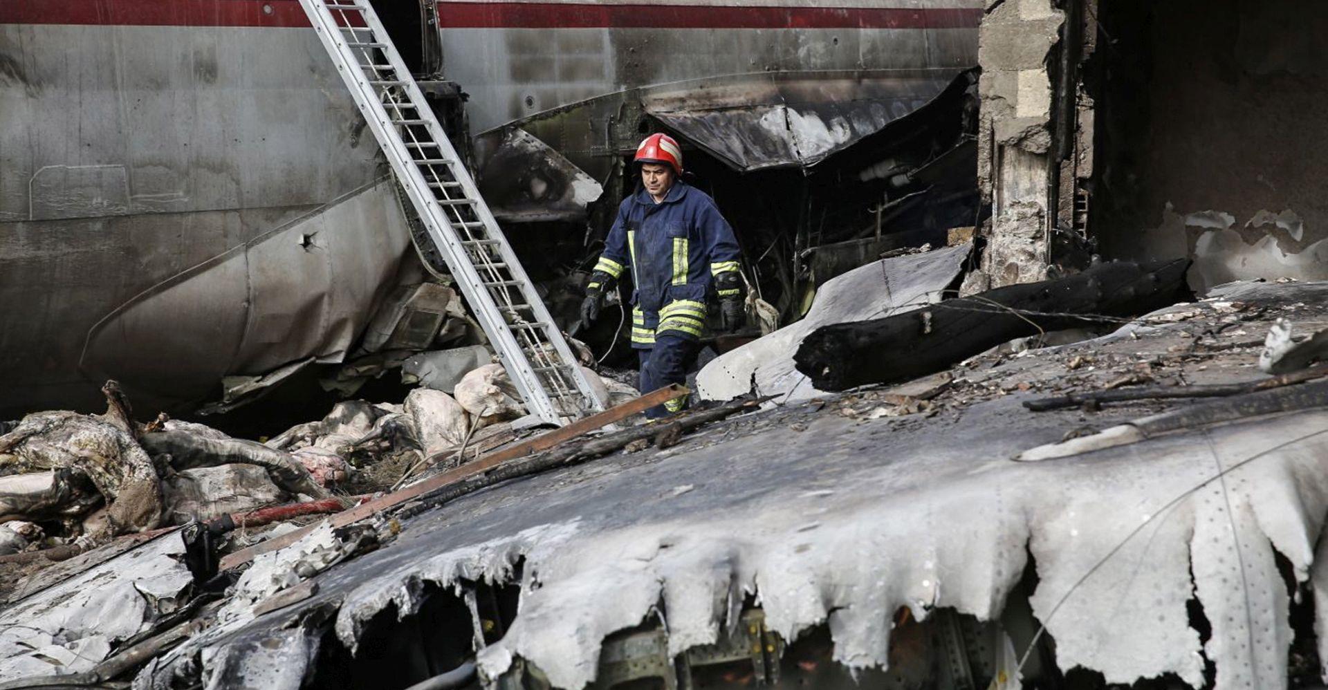 U Iranu se srušio Boeing 707, poginulo 15 osoba