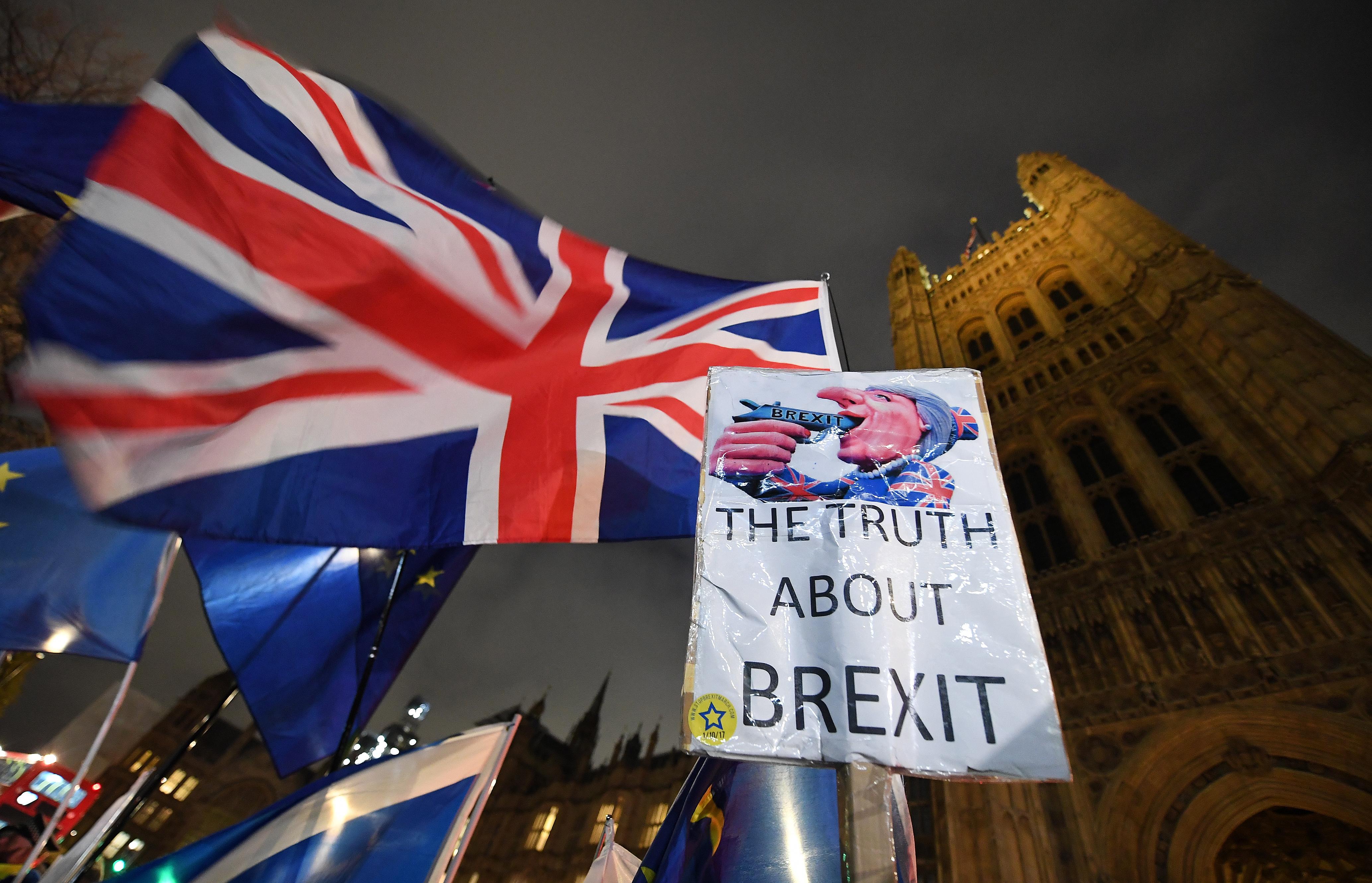 """Britanski zastupnici """"potopili"""" plan premijerke May o izlasku iz EU"""
