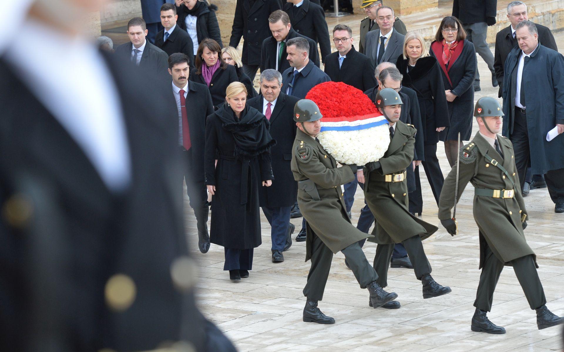 Predsjednica počela posjet Turskoj, položila vijenac na grob Ataturka