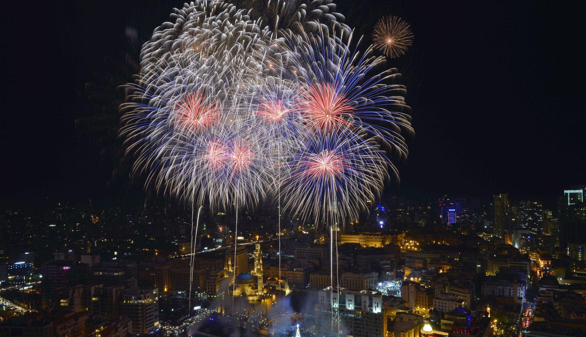 Svijet vatrometima i proslavama na otvorenom dočekao 2019.