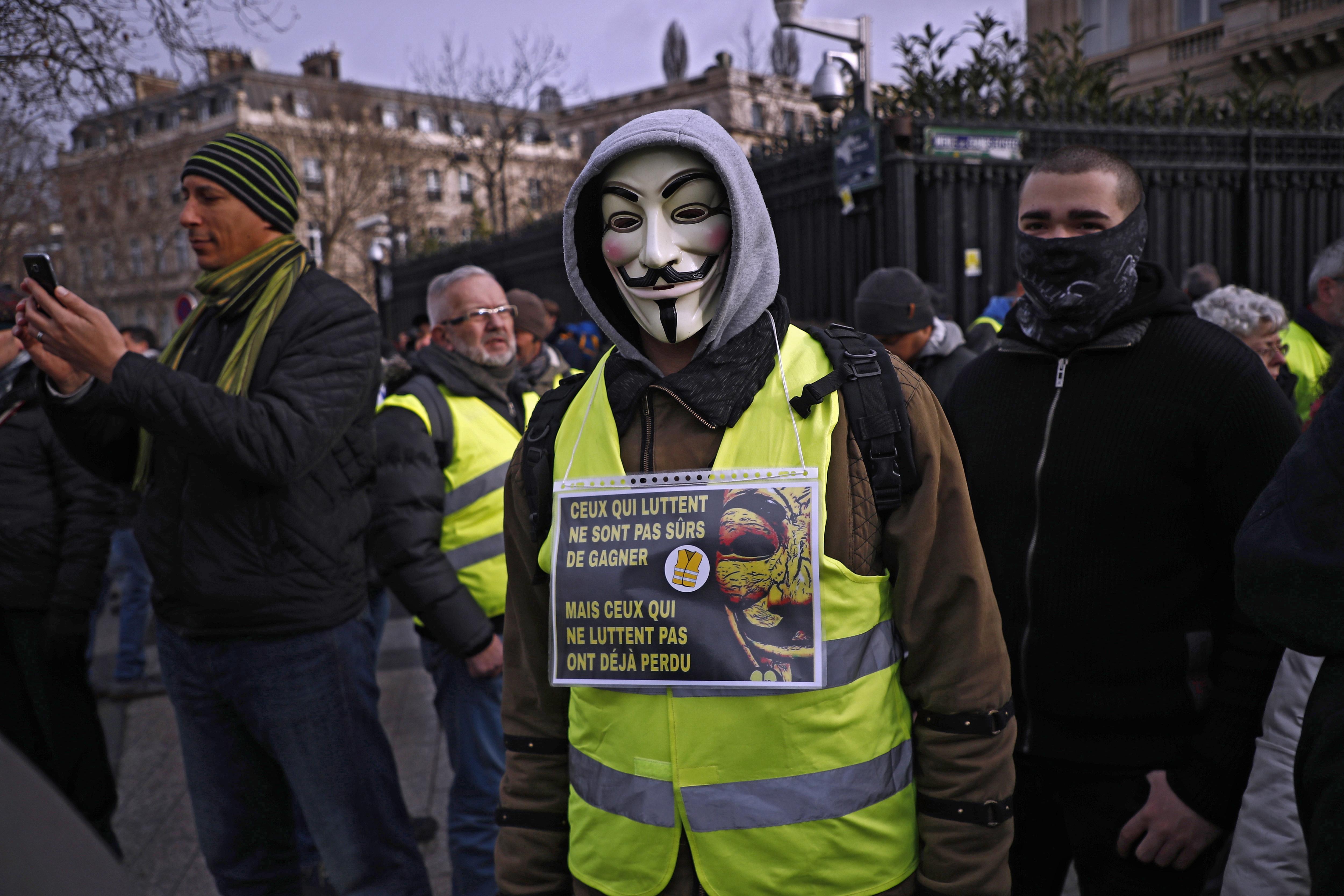 """Tisuće """"žutih prsluka"""" i ovaj vikend na ulicama Pariza"""