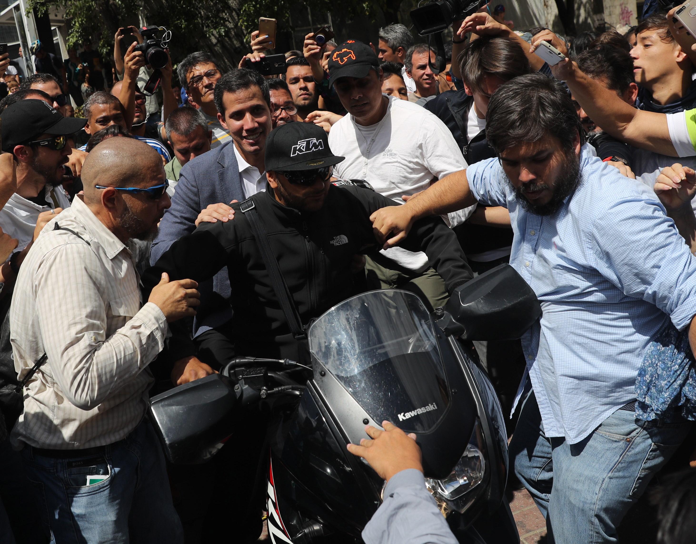 Washington upozorava Venezuelu da ne prijeti Guaidu ni američkom osoblju