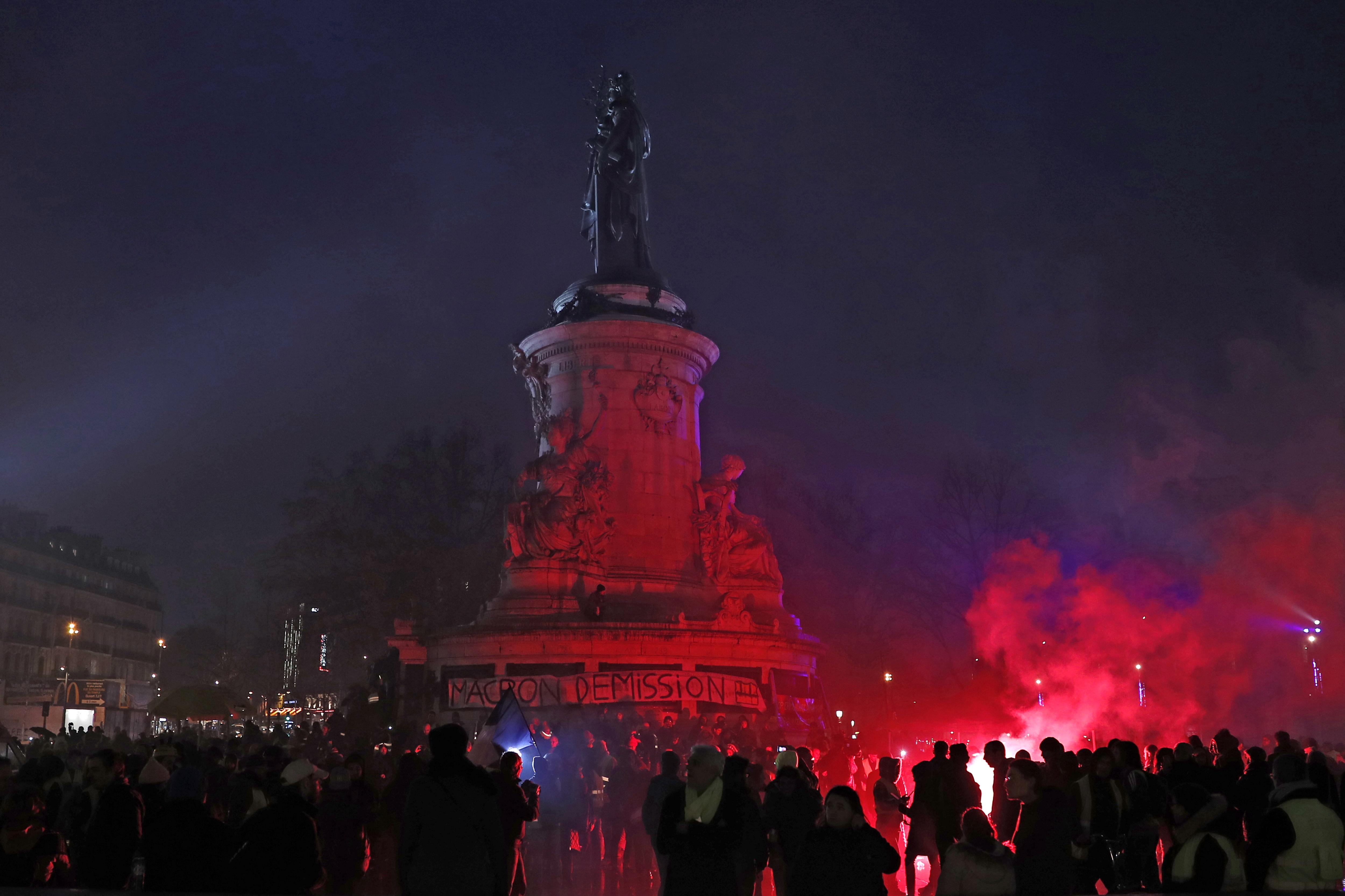 PARIZ Više od 10 tisuća ljud prosvjedovalo za demokraciju