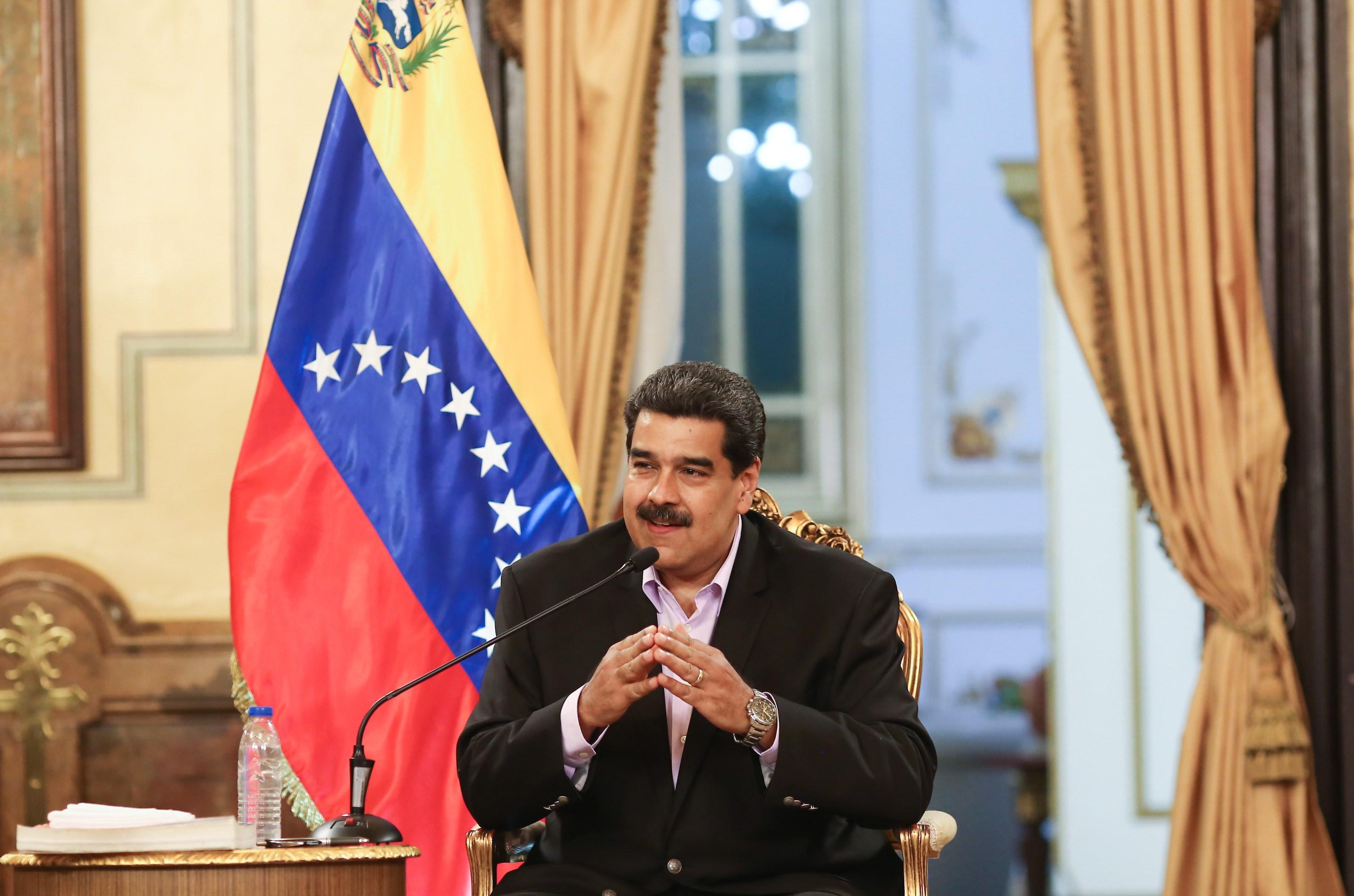 Washington upozorava Caracas da ne napada Guaidoa