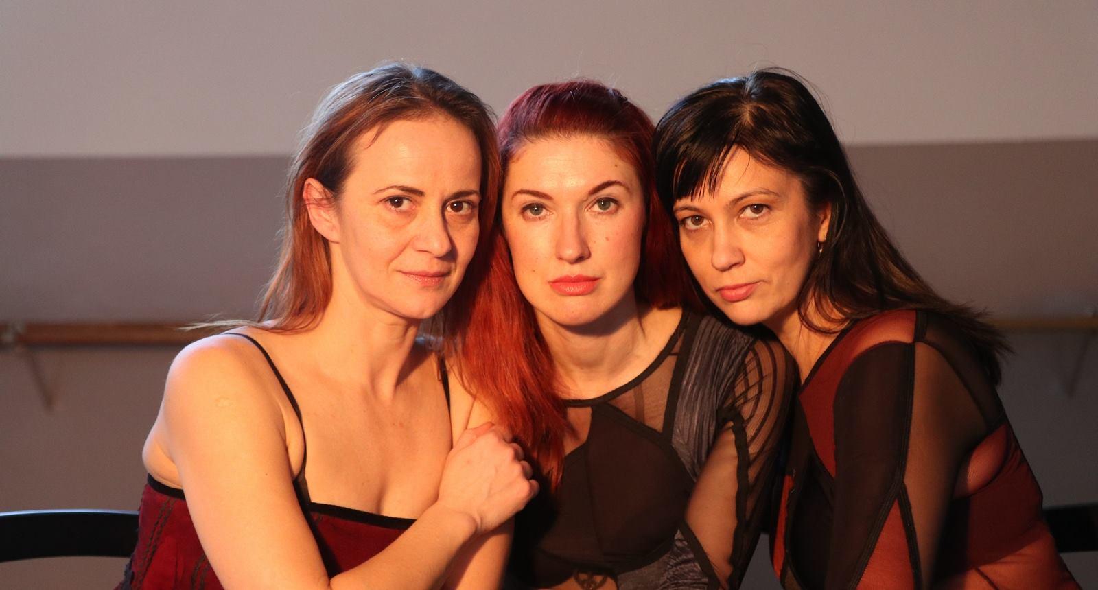 Tri riječke balerine igraju fantomski poker