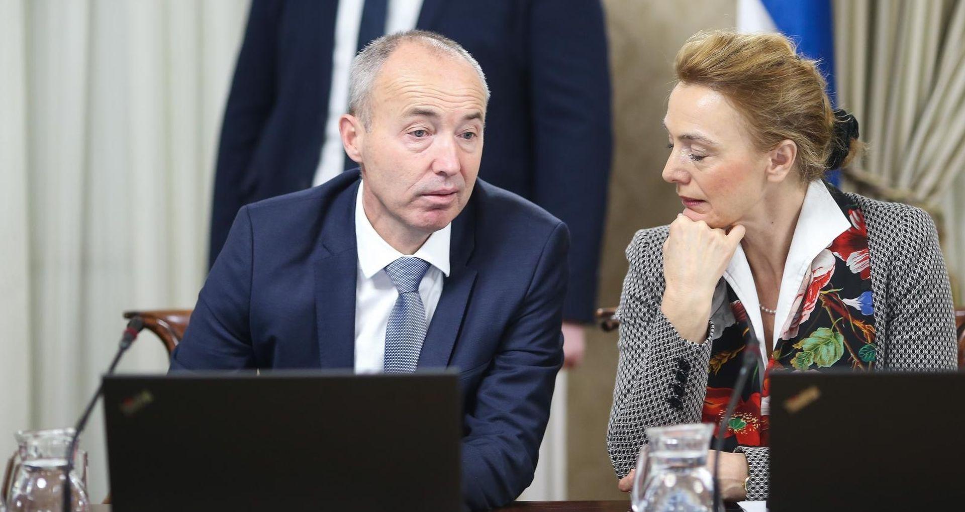 SJEDNICA VLADE Poništena odluka o nabavi borbenih aviona