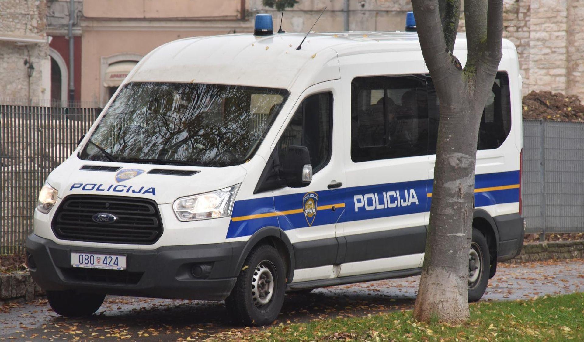 Policija uhitila dilera (54) i zapljenila drogu