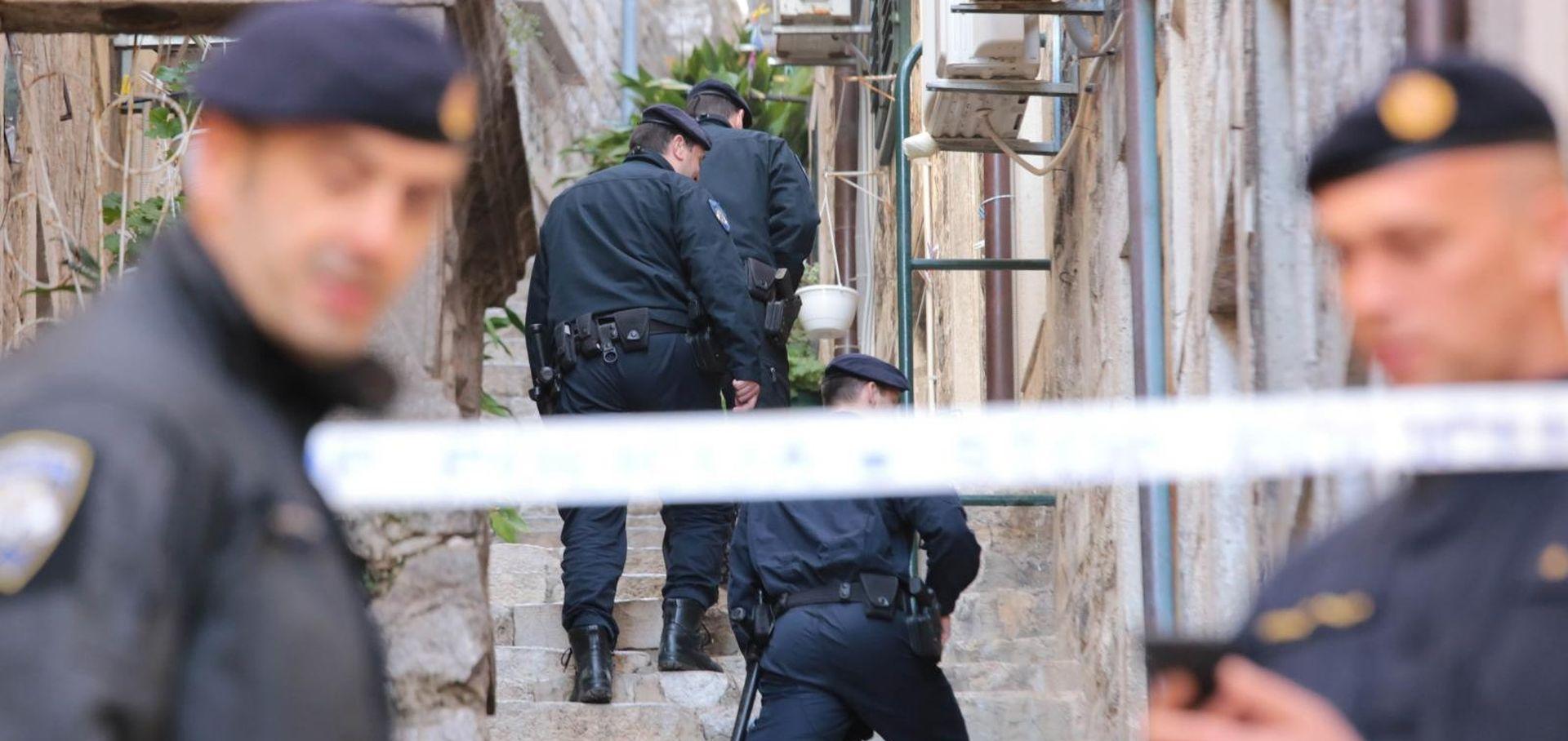 Tri mrtve osobe nađene u stanu u Dubrovniku, sumnja na ubojstvo