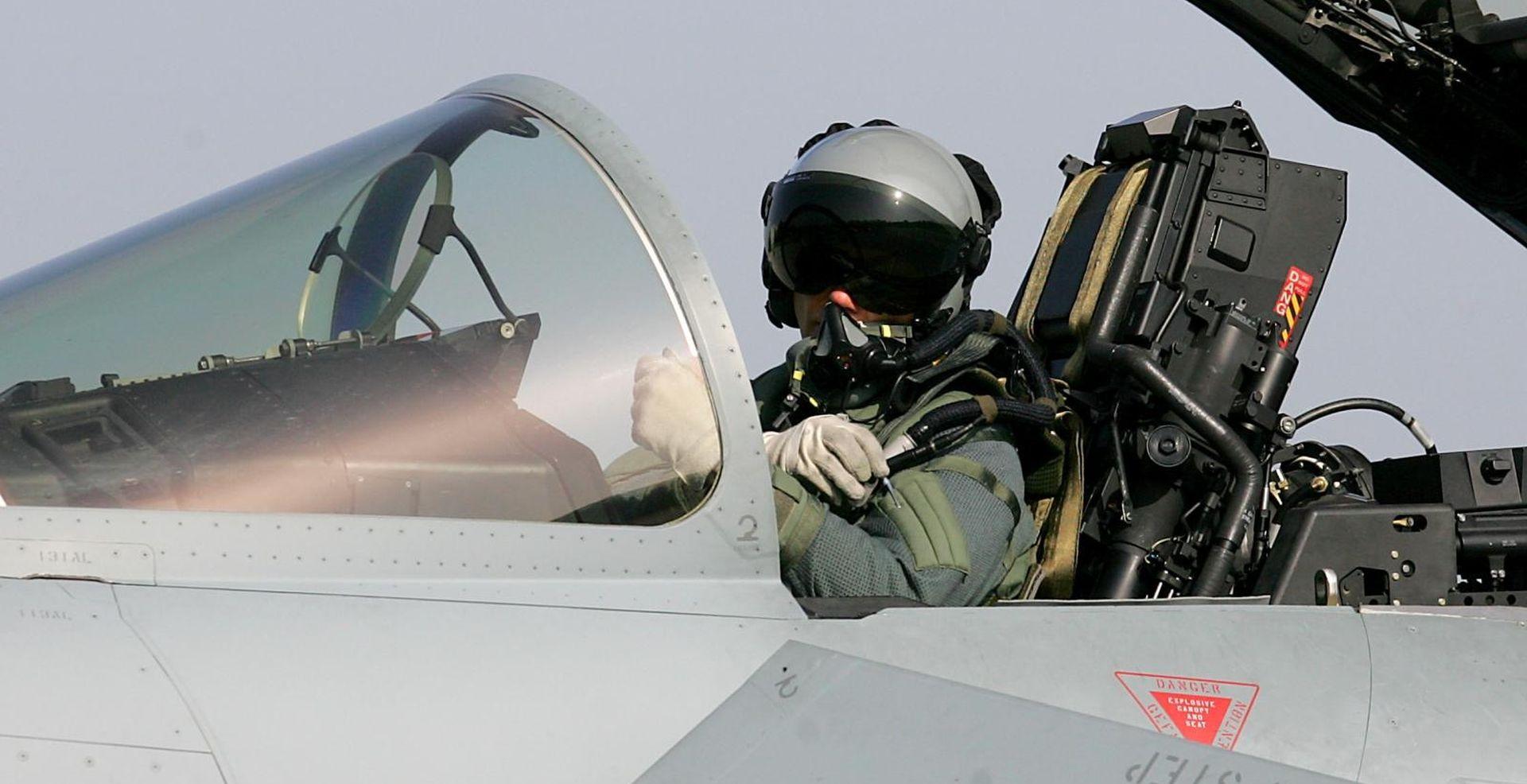20 vojnih pilota bježi zbog plaće od 15 tisuća kn