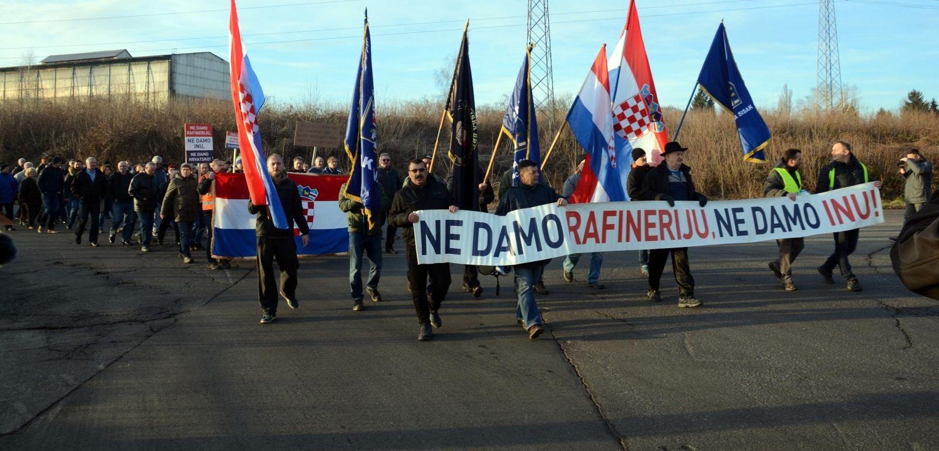 Prosvjeduju radnici Rafinerije u Sisku