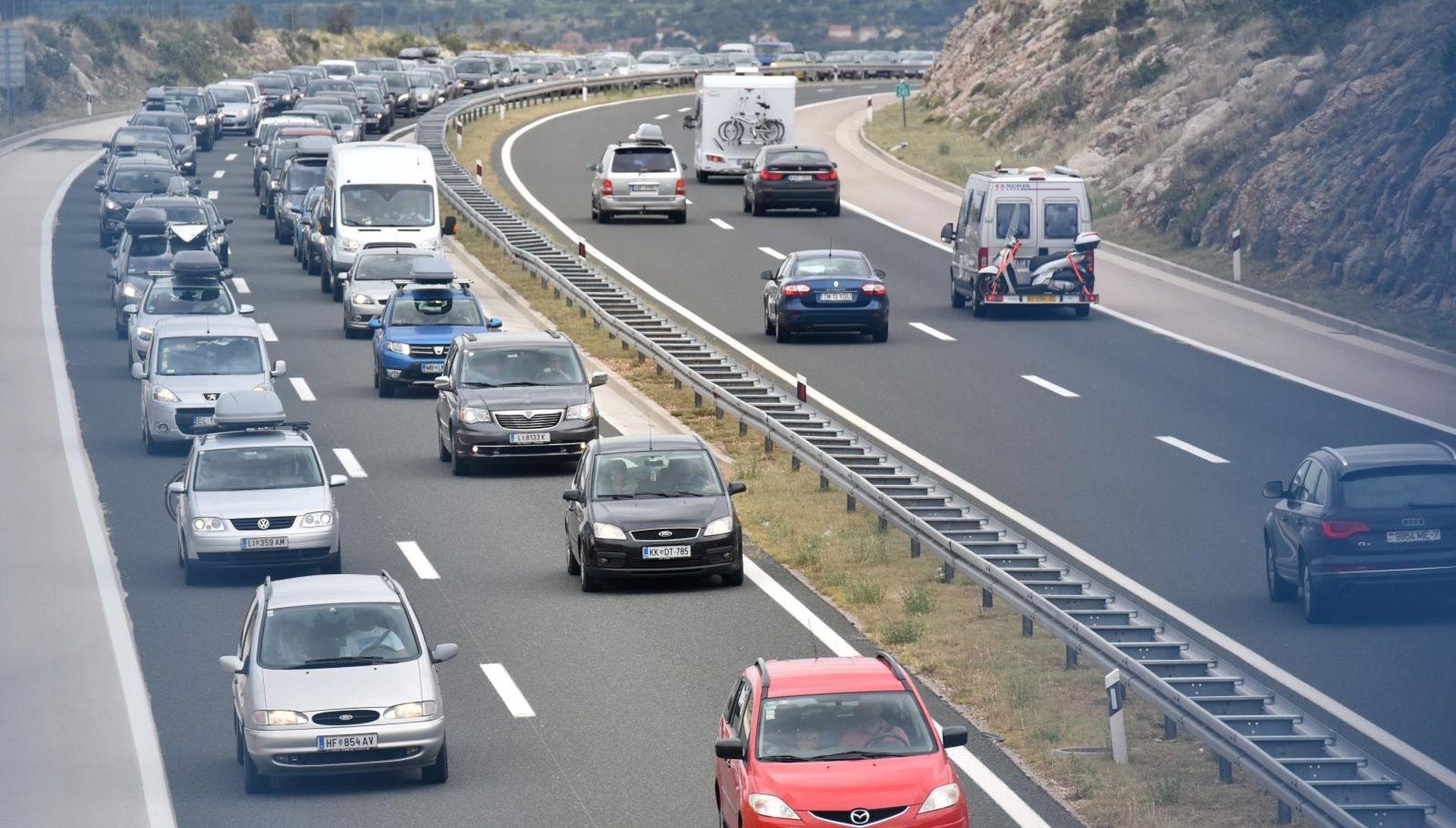 Zbog bure zatvorena državna cesta Maslenica-Zaton Obrovački