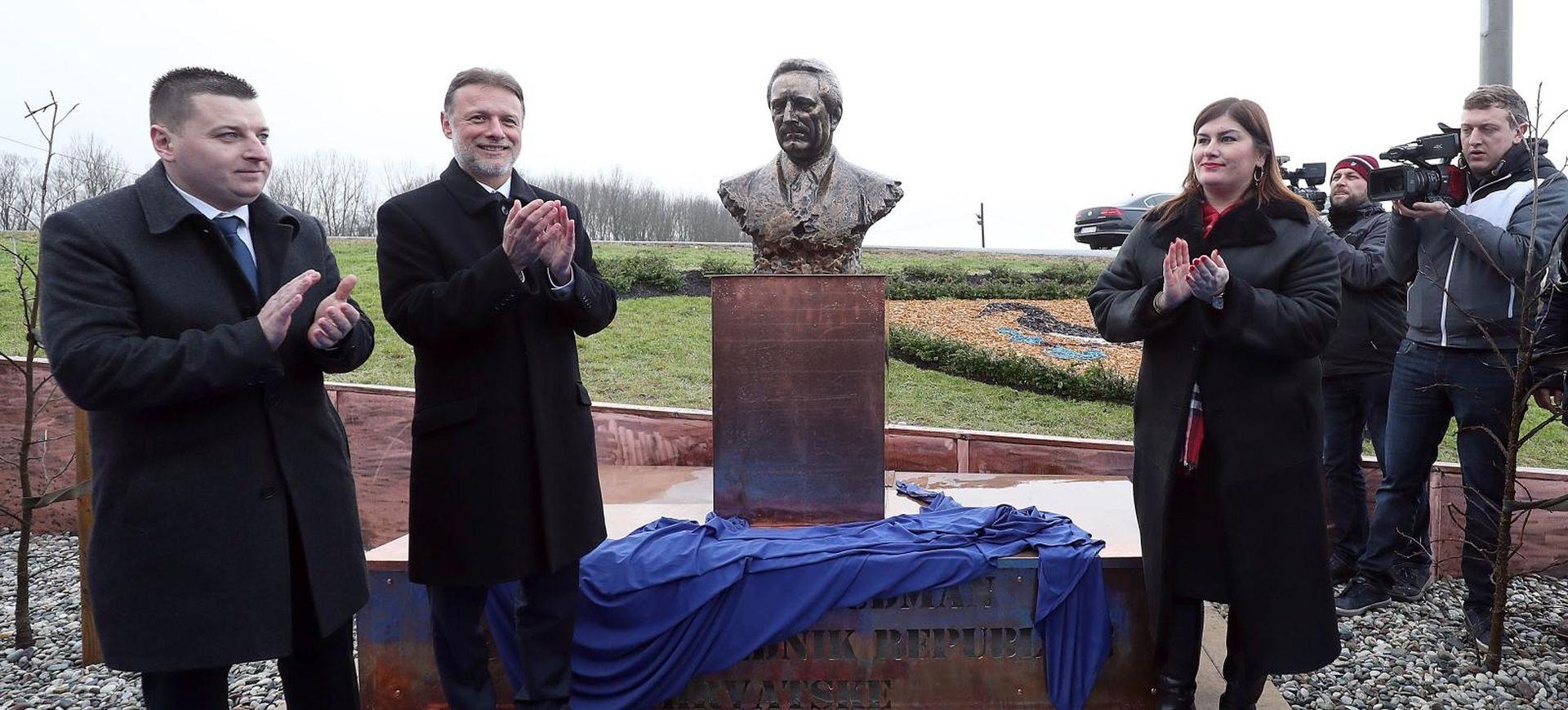 U Rugvici otkriven spomenik Tuđmanu