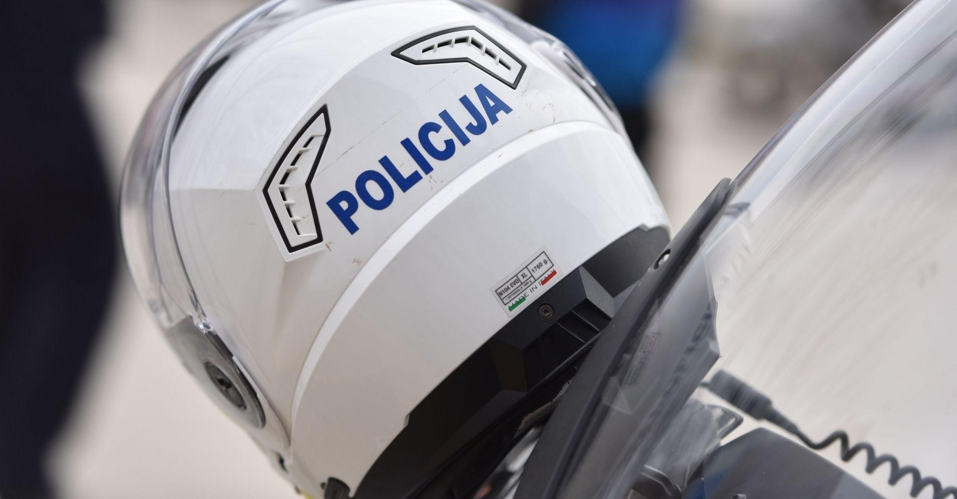Teška nesreća u Novalji, dvije osobe izgorjele u automobilu