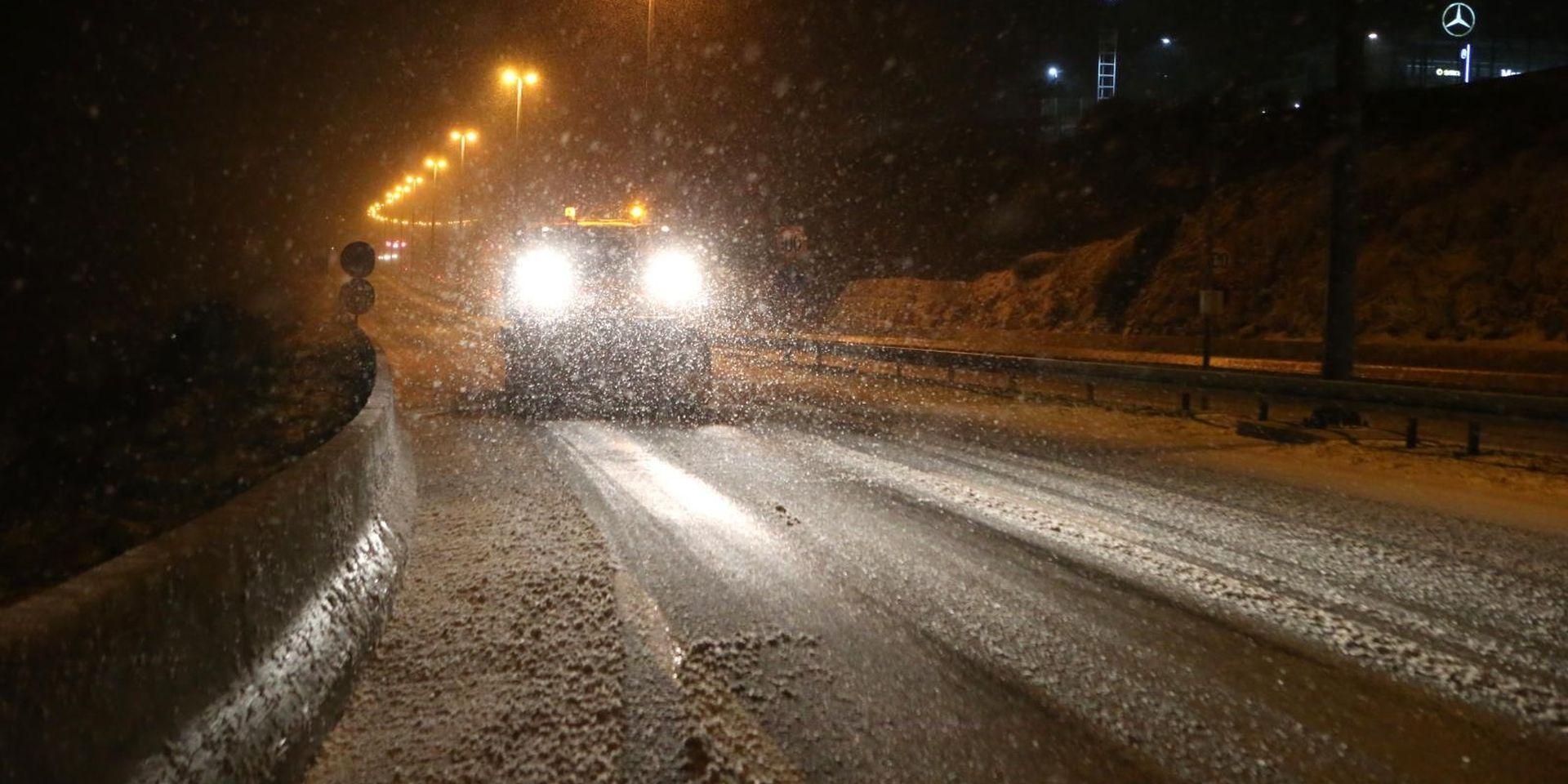 Snijeg otežava promet diljem zemlje