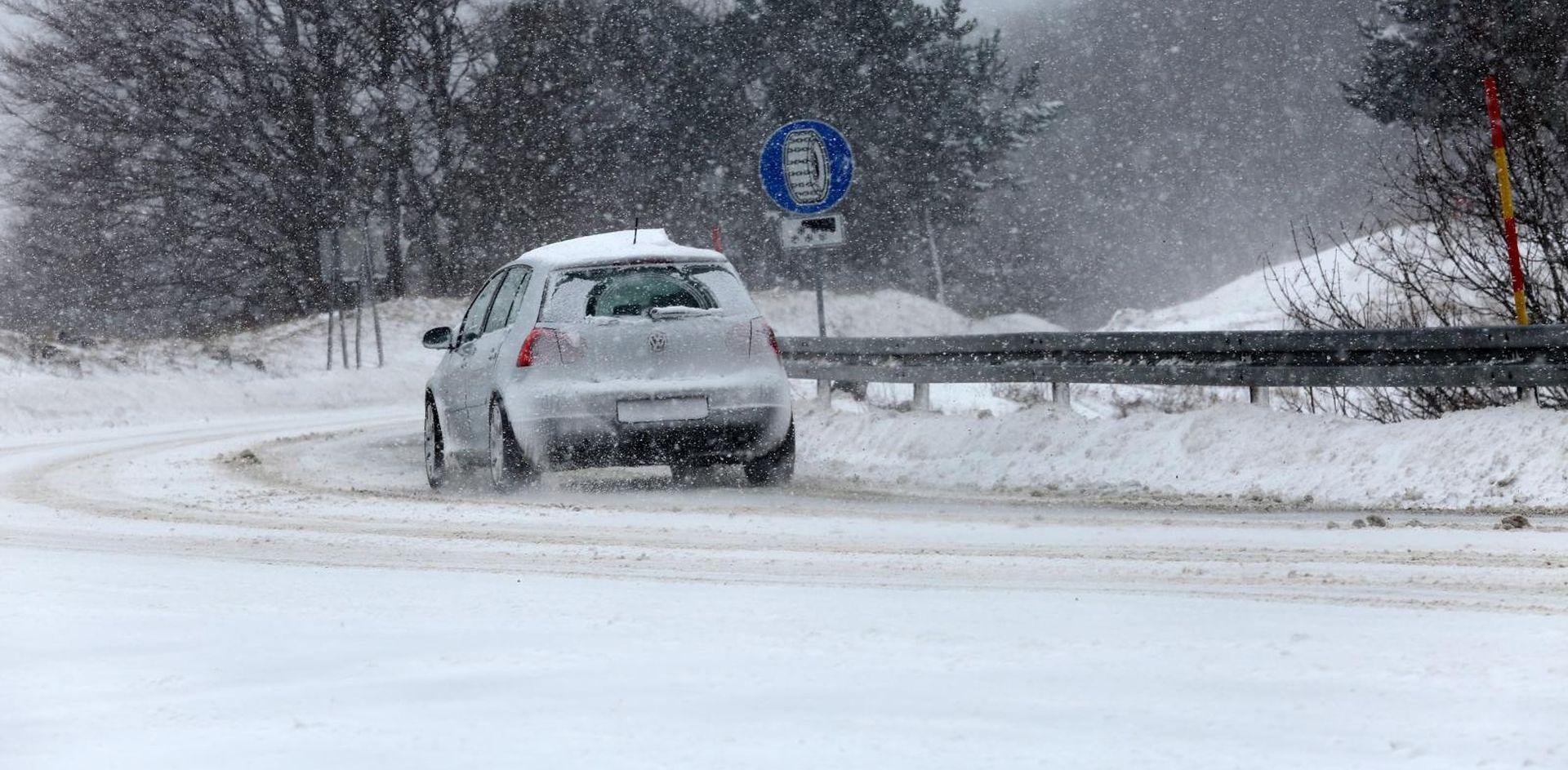 Snijeg u Lici i G. Kotaru, poledica u ostatku zemlje