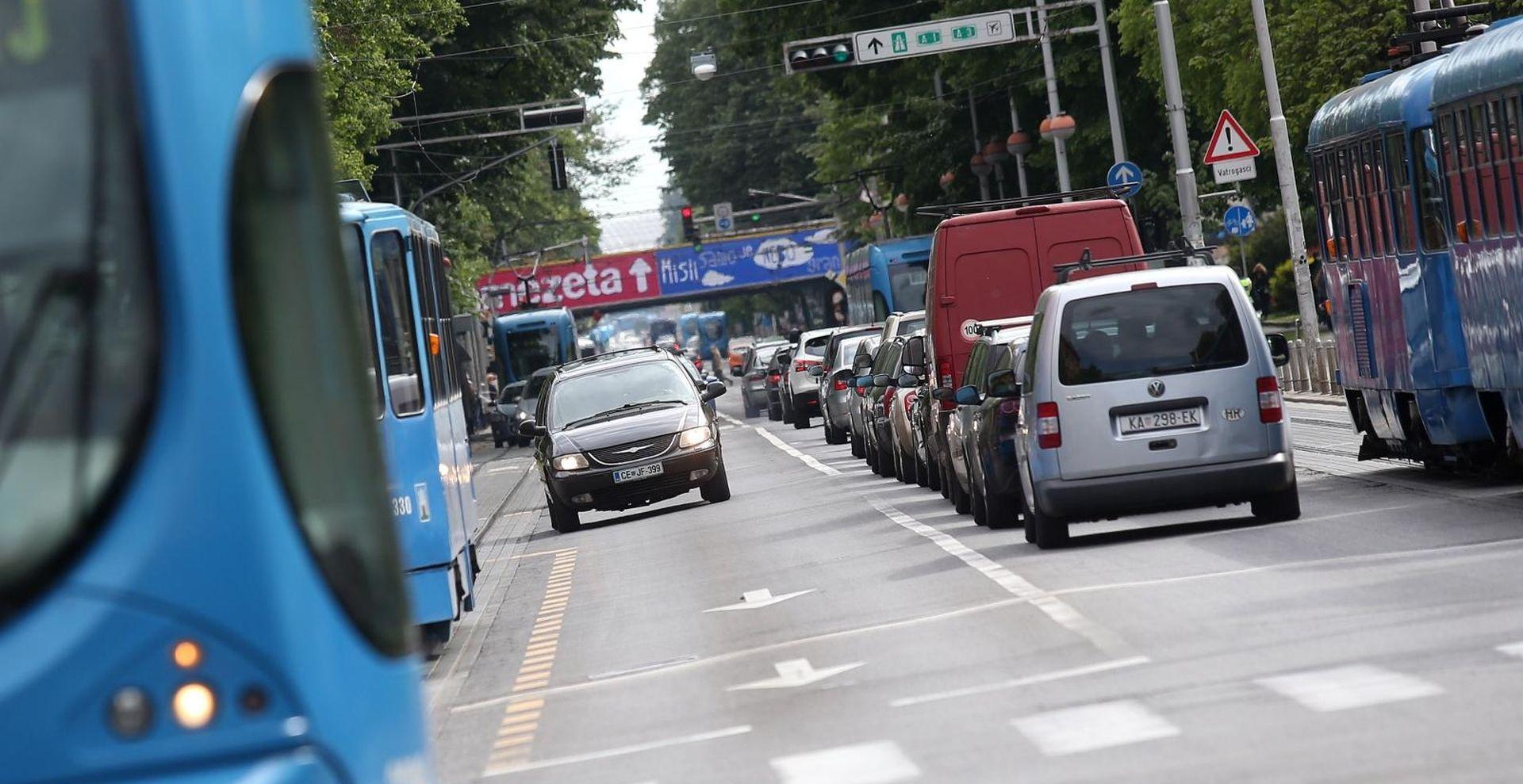 Prometna u Savskoj, jedna osoba ozlijeđena, tramvajski promet u zastoju