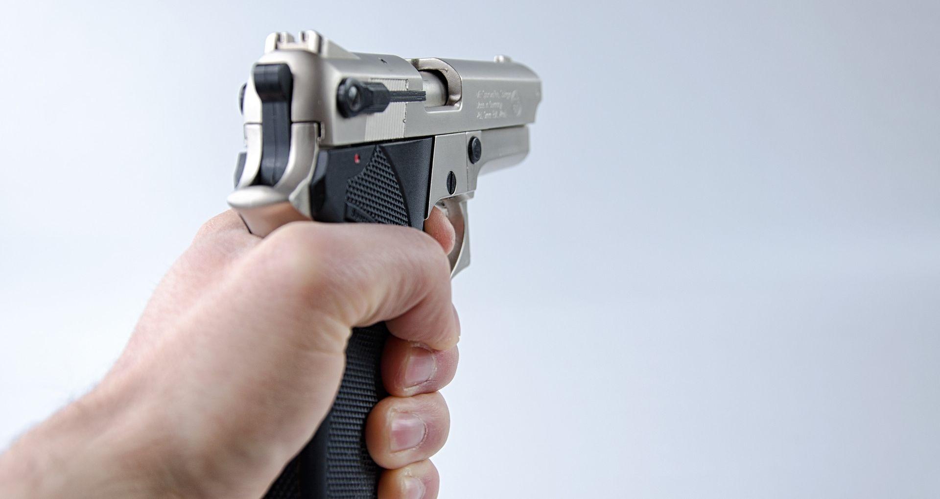 Potukao se i pucao na sina zbog neriješenih obiteljskih problema