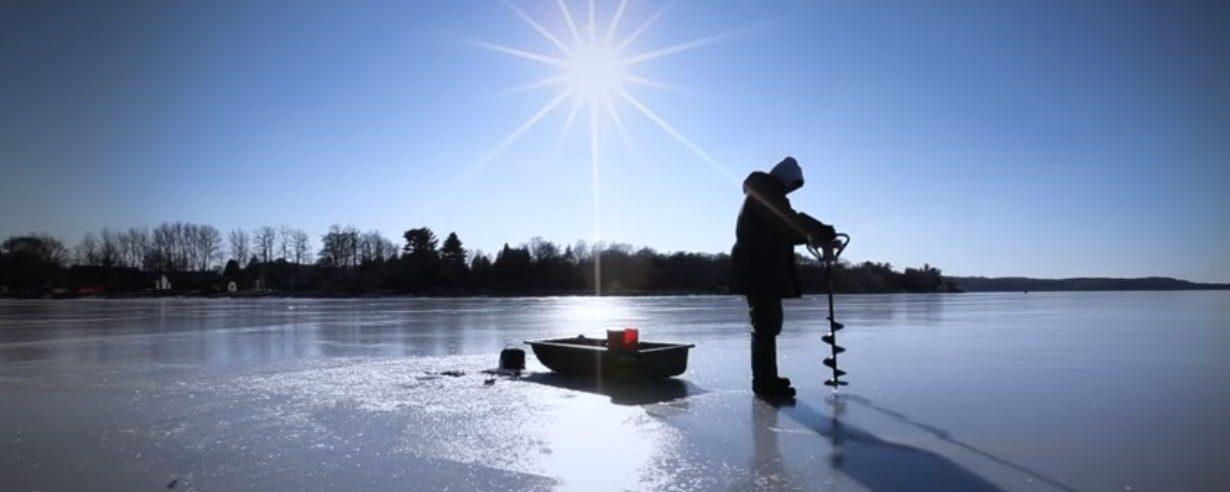 VIDEO: Nesvakidašnja utrka brodova na skliskoj ledenoj površini