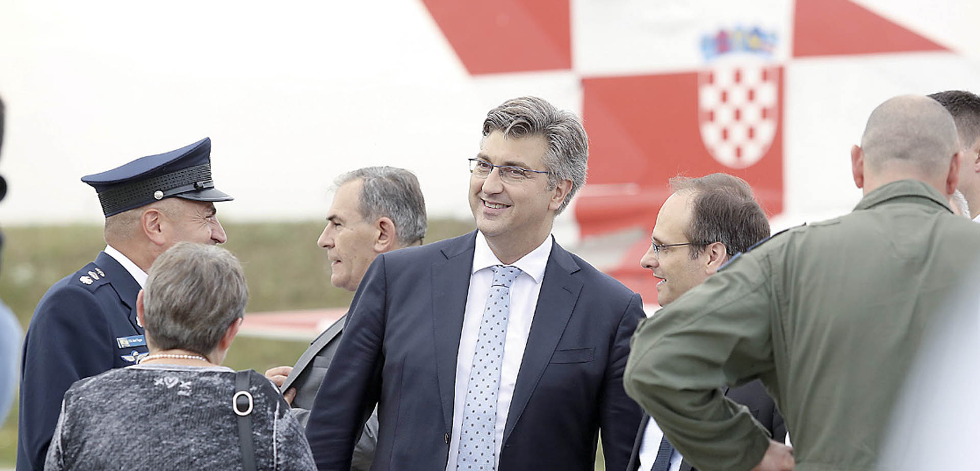PLENKOVIĆ ODGAĐA novi natječaj za avione i smanjuje ovlasti Damiru Krstičeviću