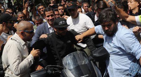 """Guaido optužio vojsku da želi """"ukrasti"""" humanitarnu pomoć"""
