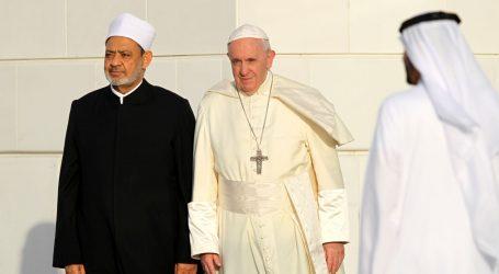 Papa u Abu Dhabiju osudio nasilje u ime religije
