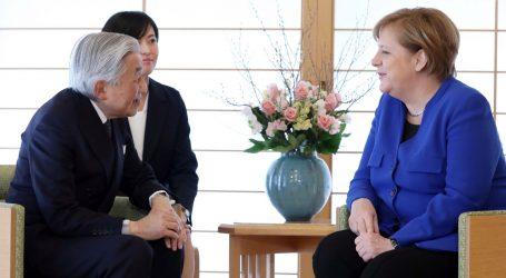 Merkel se susrela s japanskim carem Akihitom